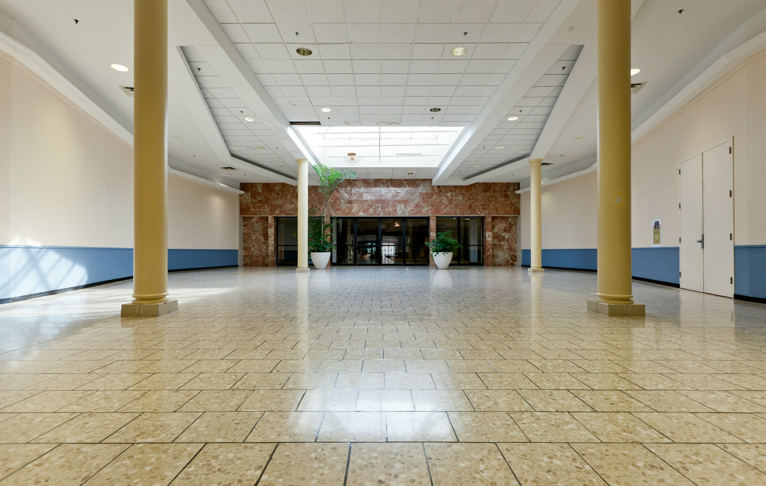 05 Southridge Mall 02.jpg