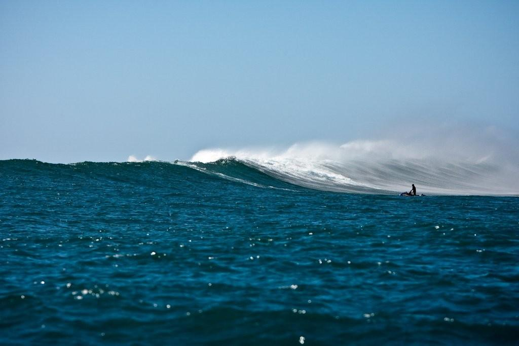 jetski_wave_Hawaii_Xmas_2009-14.jpg