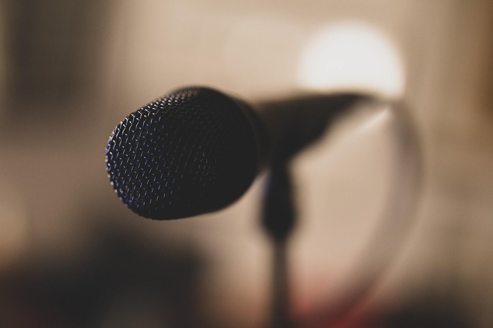 microphone-4274532_1920.jpg