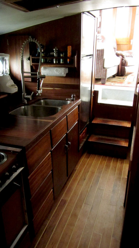 Ruthless_Galley_and_salon.325135614_std.jpg