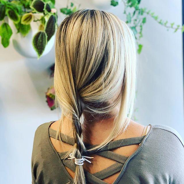 #lakemaryhairstylist #orlandohairstylist #classicfoils #blondehair #blonde #blondehighlights #orlandohair #beautifulhair