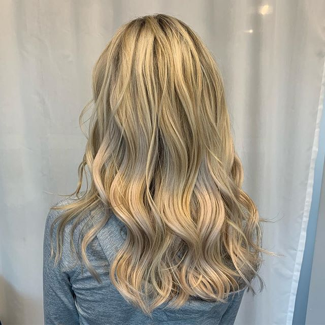 #lakemaryhairstylist #orlandohairstylist #orlandohairextensions #goldwellcolor #habitextensionmethod #lakemaryhairextensions #habithandtiedmethod #lacedhairextensions #habithandtiedextensions #waveyhair #lacedhair #blondeextensions