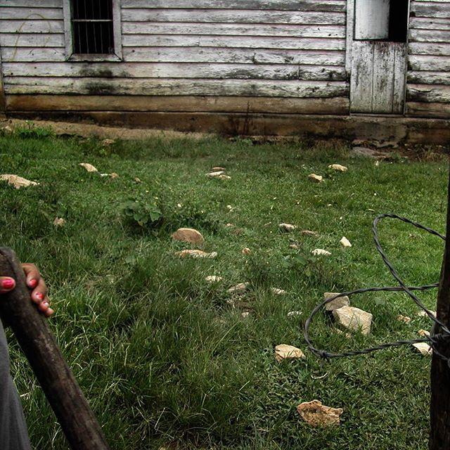 Juxtapositions #ruralcuba #hacediezaños #moro #womenofcuba #fences