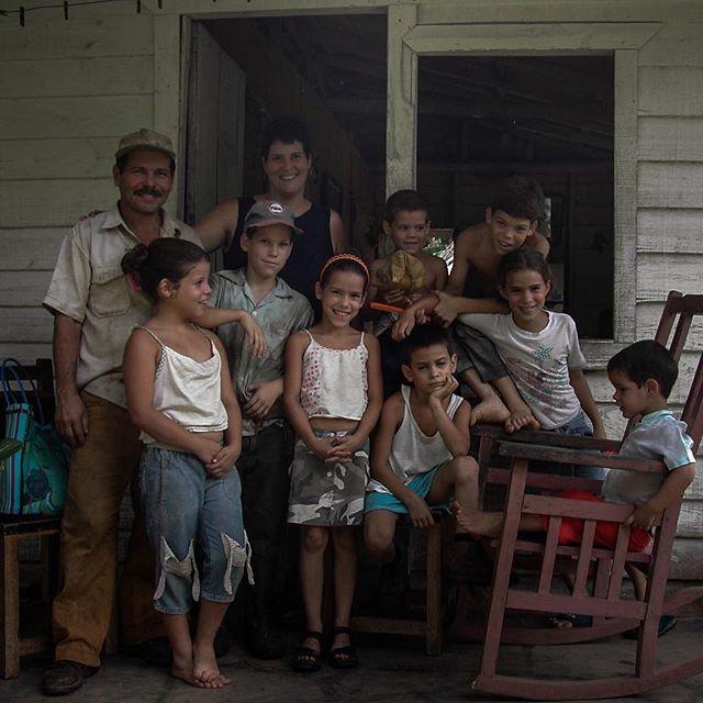 A family of many #juanantonio #thisiscuba #ruralcuba #familyporches