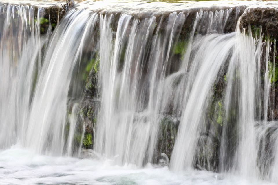 waterfall-3286001_960_720.jpg