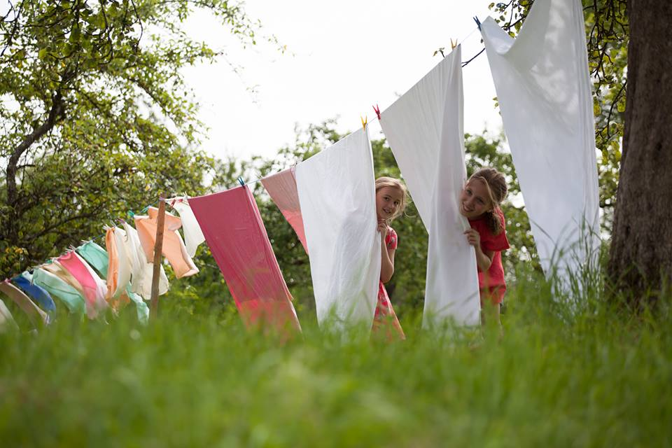 Sonett laundry kids washing line.jpg