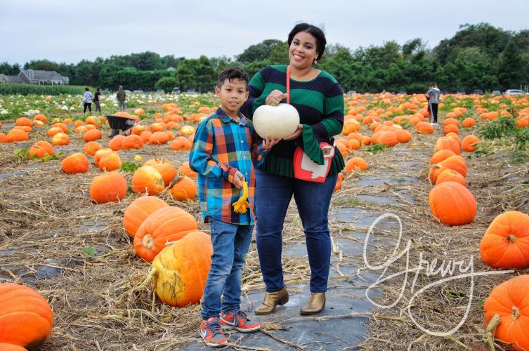 Greivy.com Hamptons Pumpkin Picking - 7.png