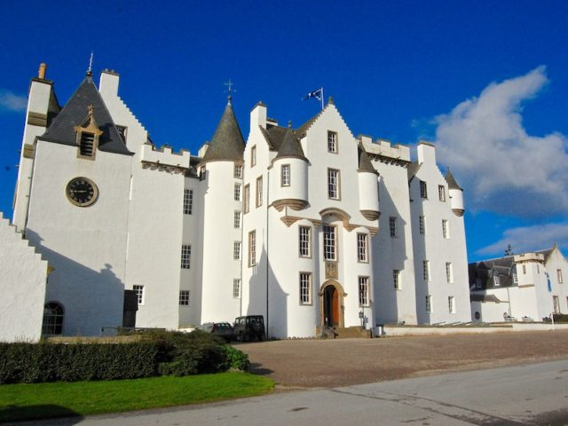 Blair-Castle-exterior-panoramic-front-640x480.jpg
