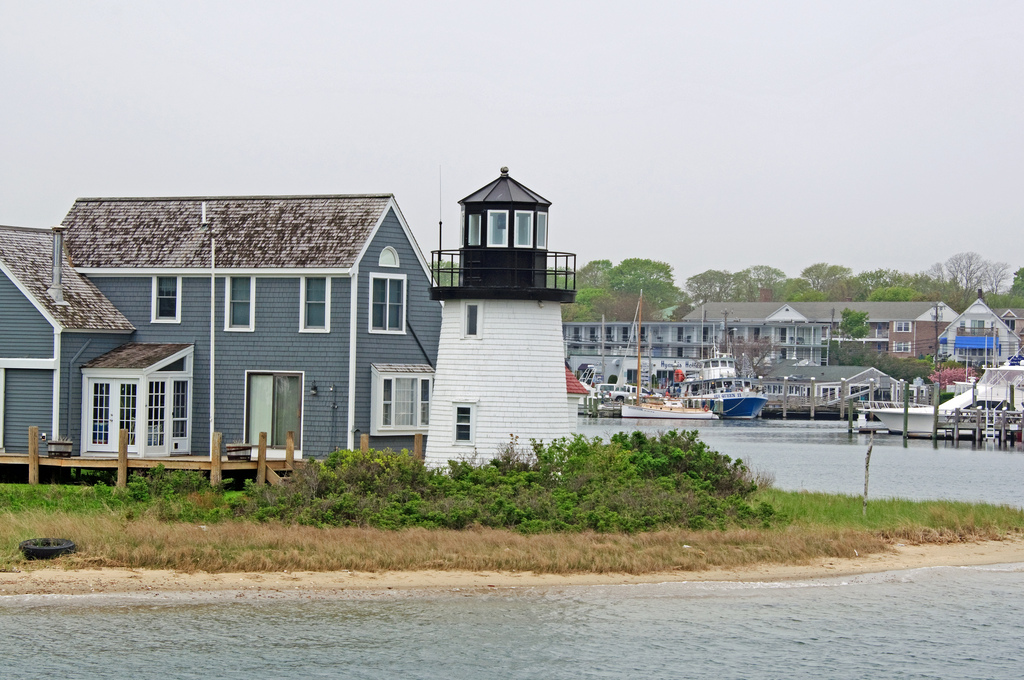 Hyannis Harbor Lighthouse.jpg