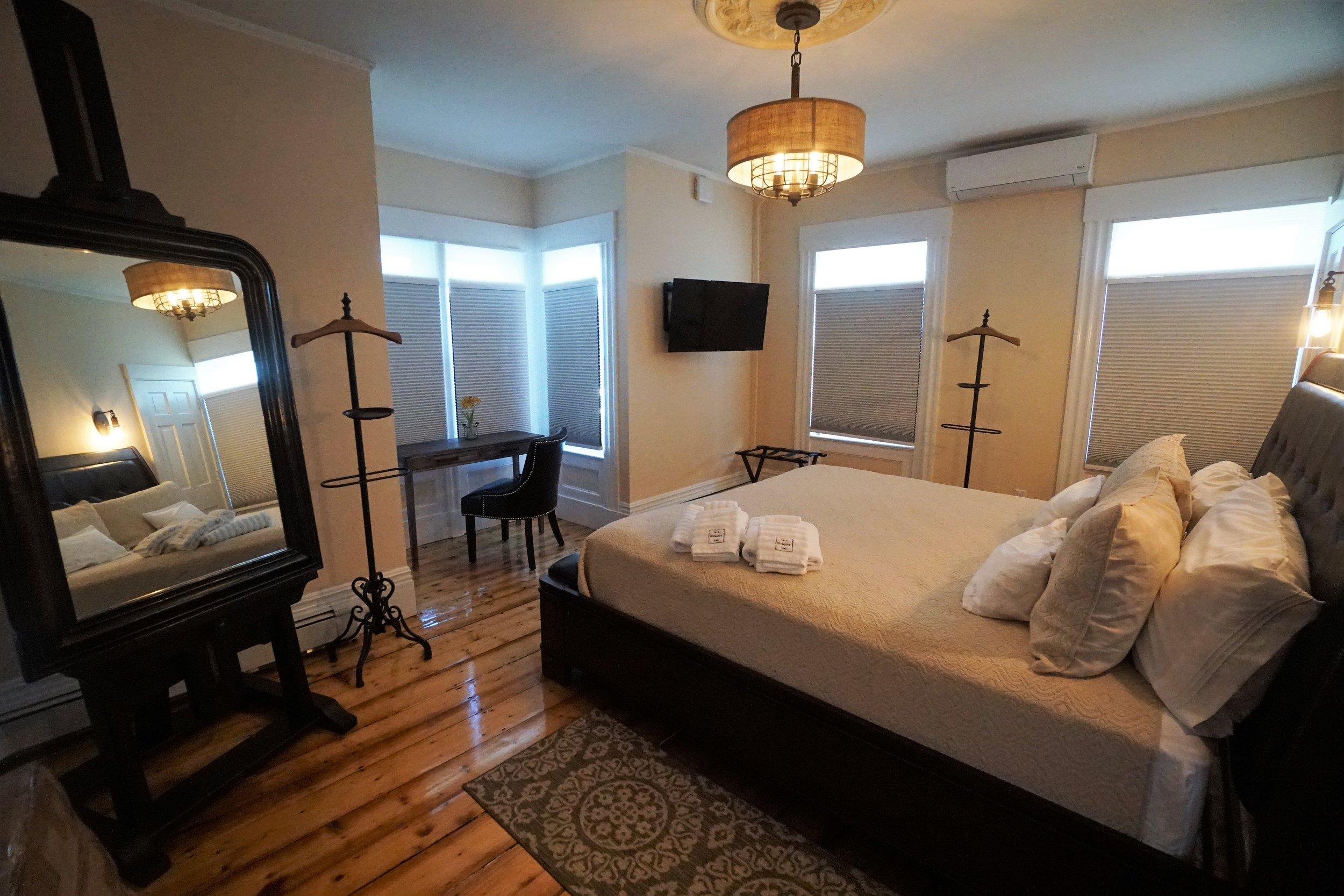 Sea Street Inn - Luxury King.JPG