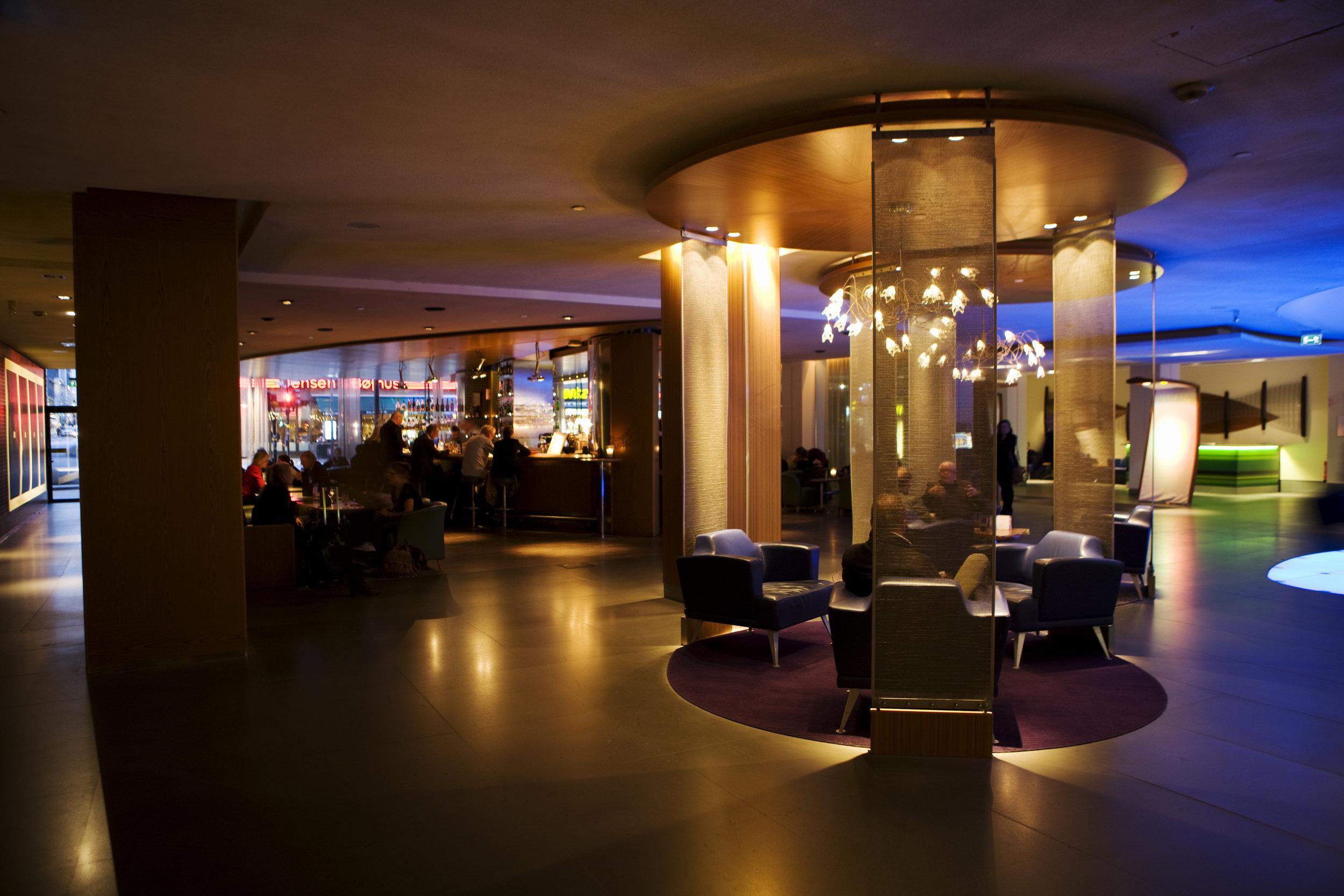 Lobbybaren med en del av lobbyn.jpg