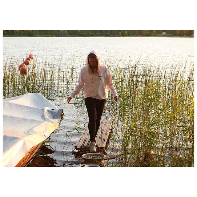 ✨ good night ✨ #eveningwalk in #finnland #neverendingfinnishnights  @merijula 💛