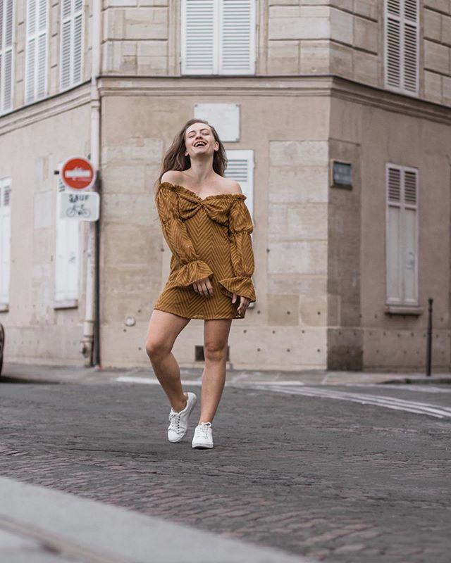 Soit vraie, soit folle. Folle d'envie de vivre, de parler, de désir. De tout à la fois ✨ Vous avez aimez cette robe en story, la voici par ici 🙌🏻 Alors 1 ou 2 ? ♥️ • • Robe - @nastygal  Shoes - @promod  Tous les liens sur @21buttons_fr comme d'hab 🙌🏻 _______________________________________________________________ #parisianstyle #frenchstyle #wiw #outfitinspo #outfitinspiration #parisienne #everydayoutfit #lookinspo #ootdmagazine #parisianlook #nastygal #tenuedujour #wiwt #parisjetaime #parisiangirl #paris #summeroutfit #bardot #classy #frenchstyle #theparisguru #parislover #blogueusemode #effortlesschic #blogueuse