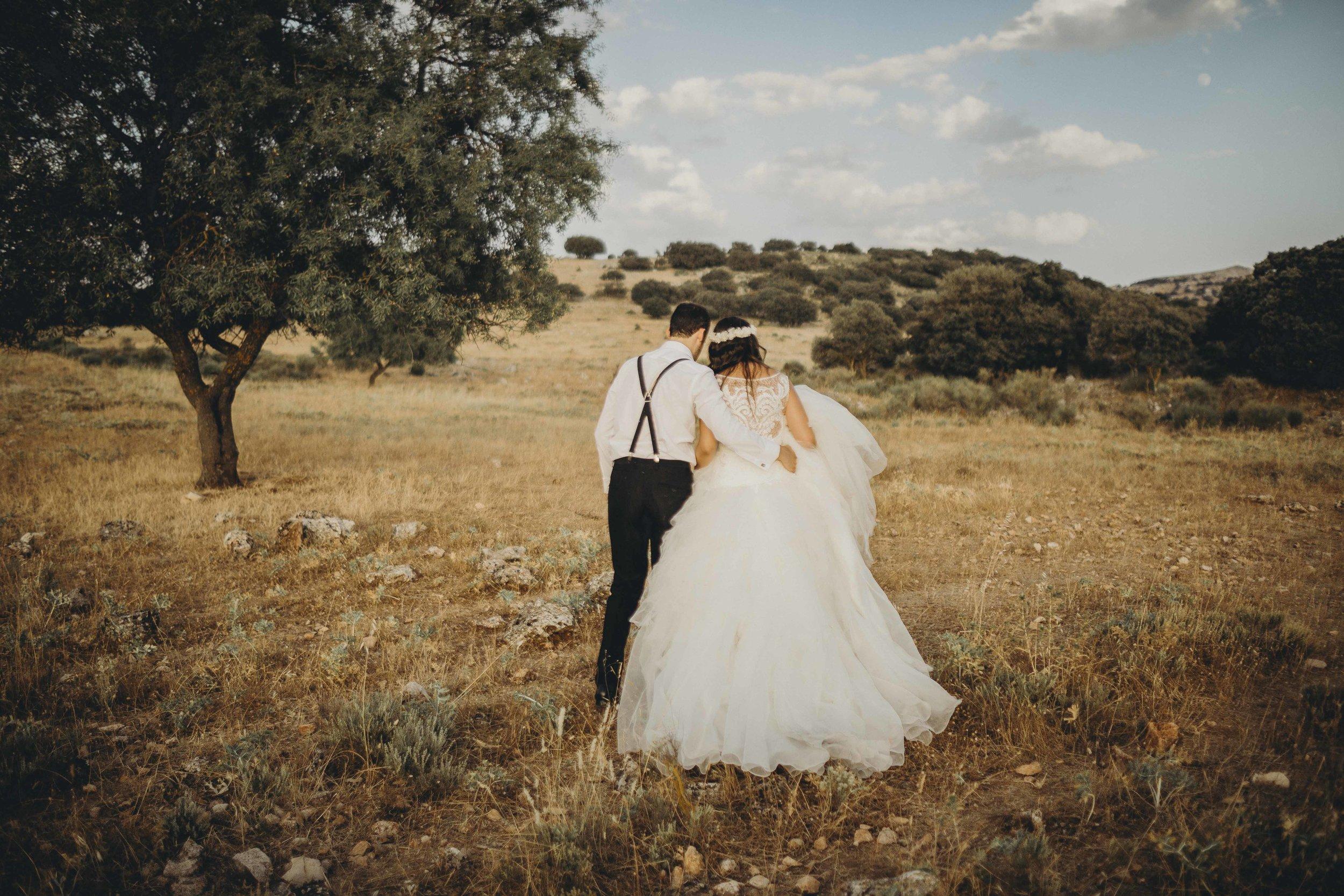 Beatriz & Antonio   Hemos quedado muy contentos con vuestro trabajo. Os involucrasteis muchísimo en nuestra boda, demostrando profesionalidad y creatividad. Muchas gracias por todo. Sois geniales, os habéis convertido en nuestros amigos.