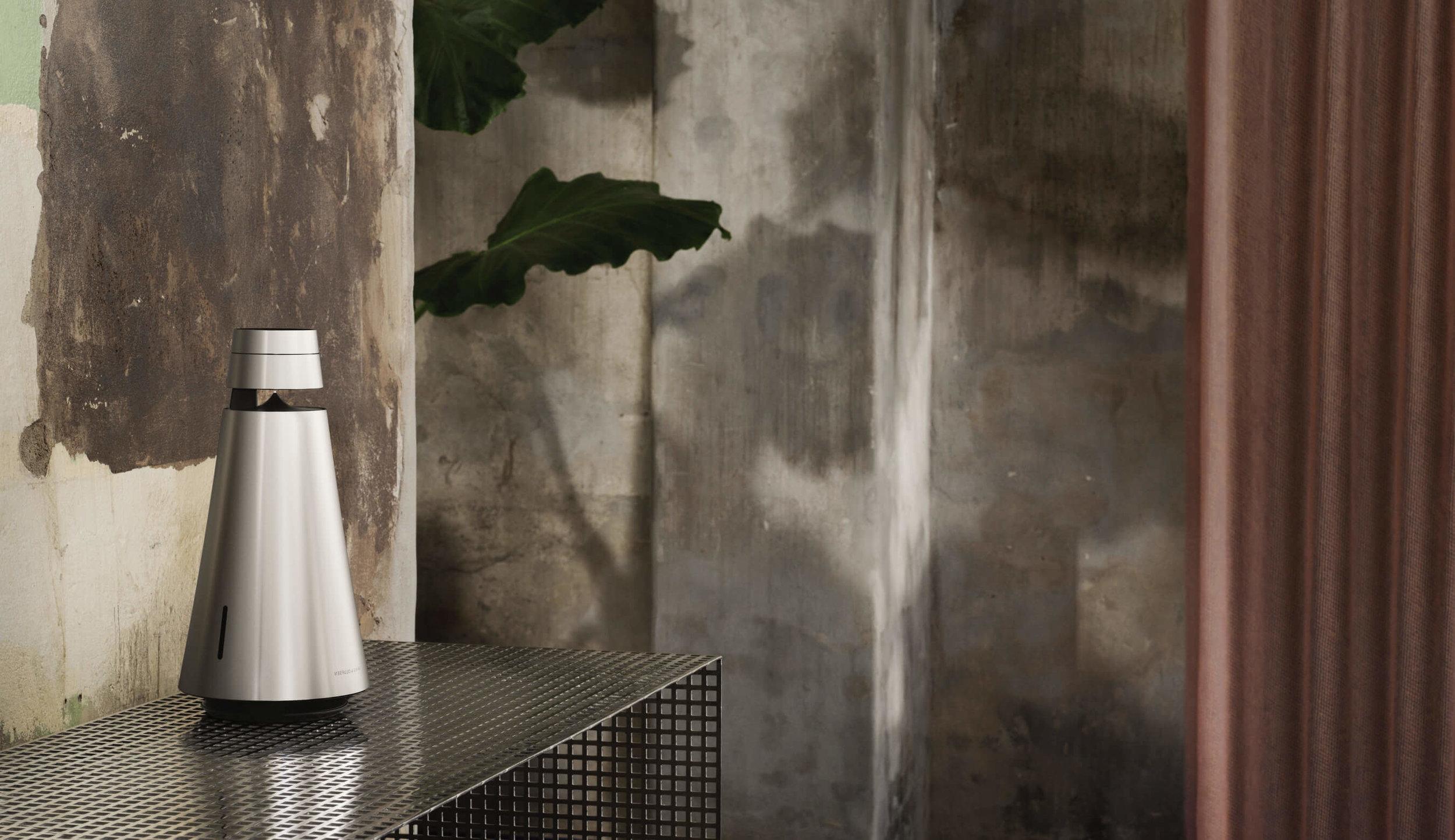 beosound-1-aluminium-in-rustic-home-desktop-bang-olufsen.jpg