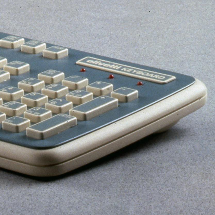 2Olivetti_ComputerKeyboard_Blue-Beige_Photos(02) copie.jpg