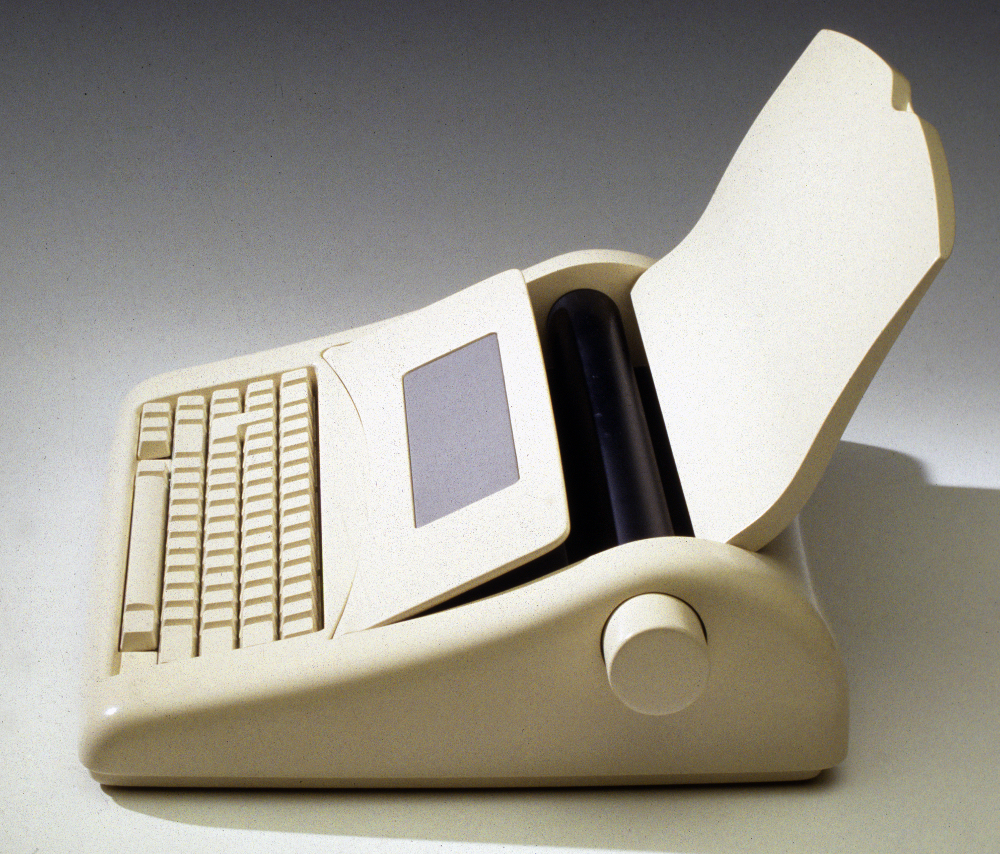 2 Olivetti_90's_ElectronicTypewriter_07 copy.jpg