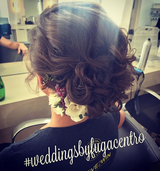 Book your updo's today @fugacentro  Follow link in Bio to book!  #wedding #updo #chicagohair #chicagobride #weddinghair #hair #curls #instagood #love #chicagohairstylist #michiganave #milleniumpark #fugacentro #weekendvibes