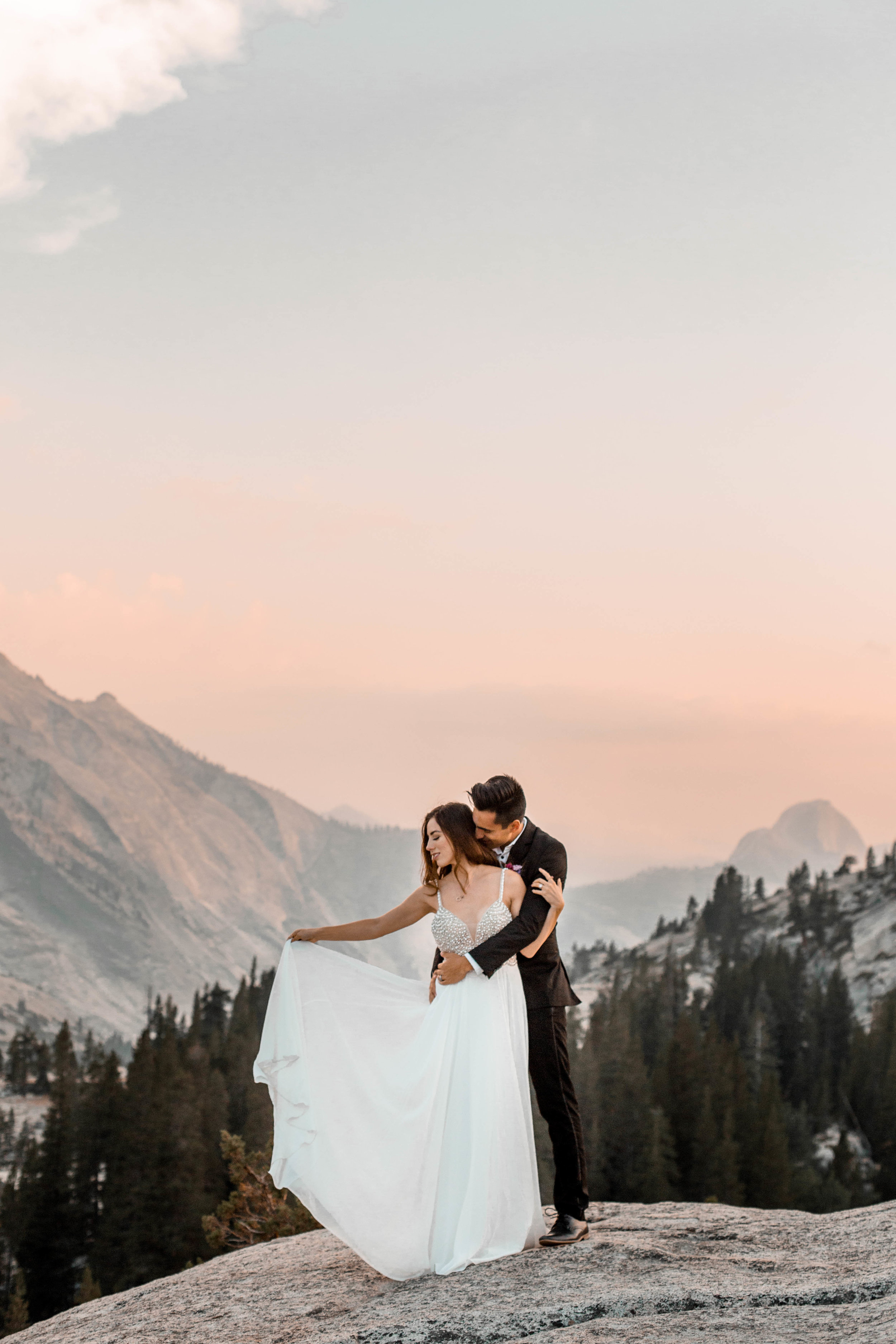 nicole-daacke-photography-yosemite-national-park-wedding-sunset-elopement-olmstead-point-yosemite-adventure-wedding-photographer-adventurous-elopement-destination-wedding-national-park-wedding-photography-1778.jpg