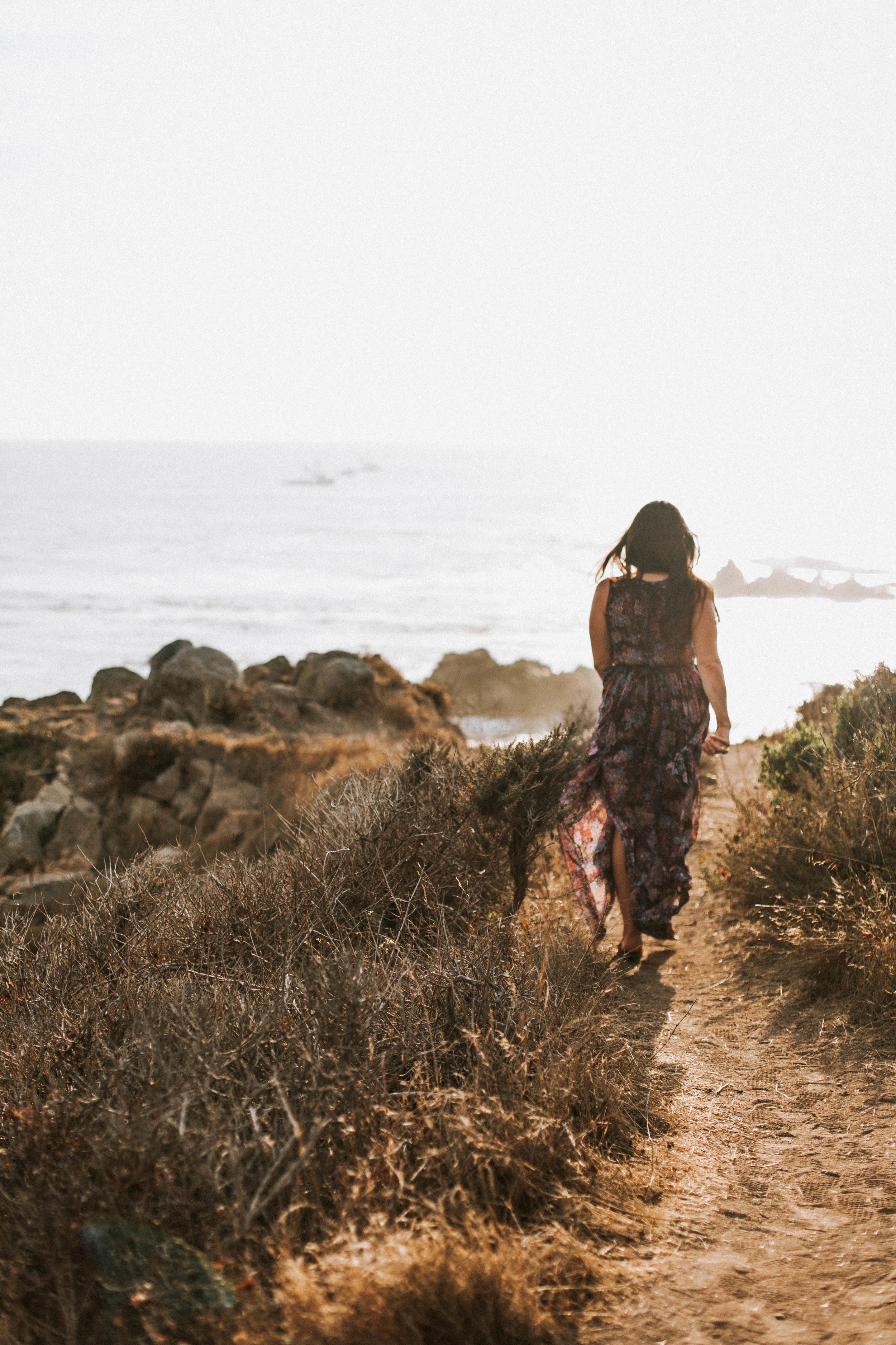 nicole-daacke-photography-big-sur-california-coast-adventure-engagement-photos-adventurous-elopement-intimate-wedding-photographer-golden-coastal-cali-engagement-session-4.jpg