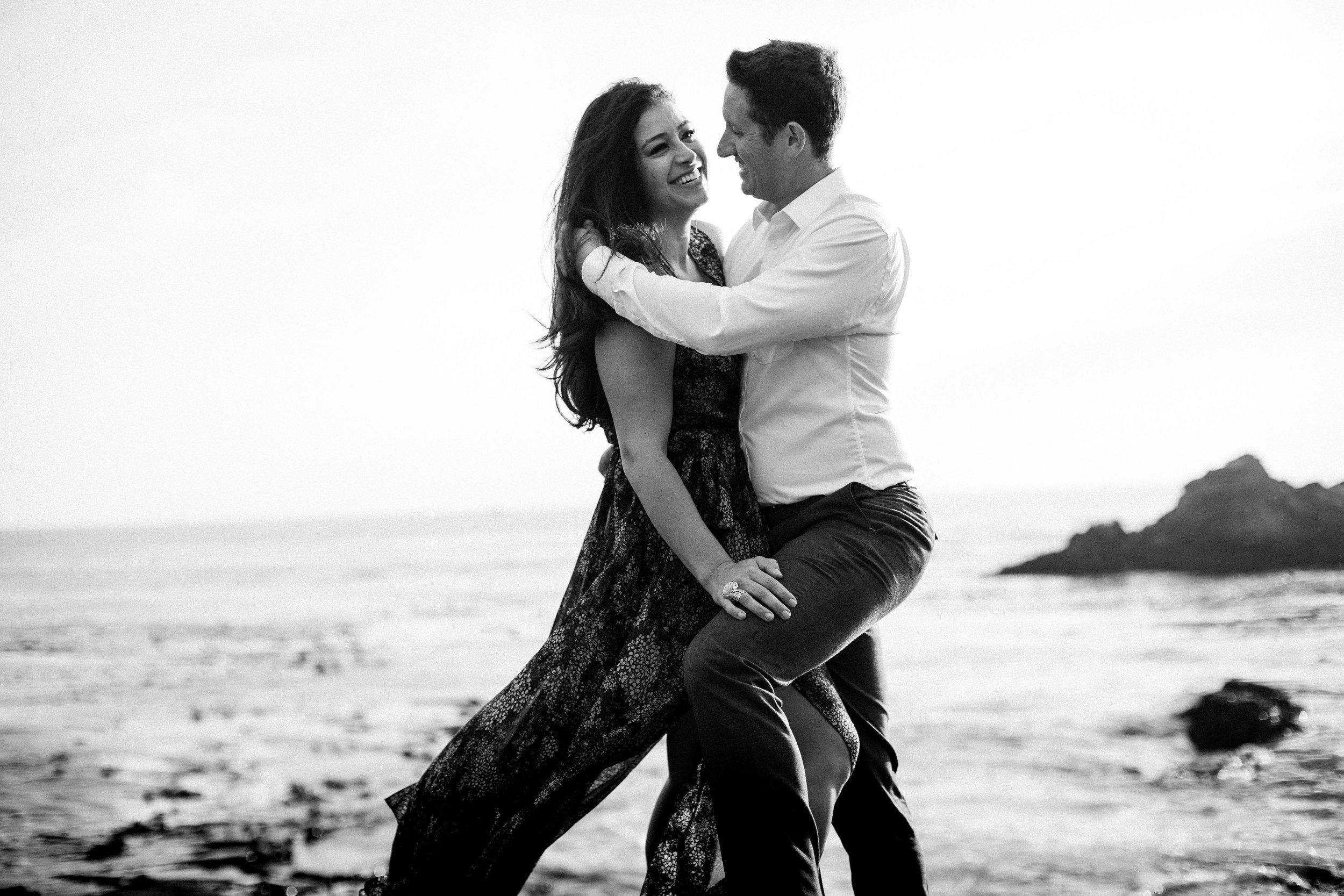 nicole-daacke-photography-big-sur-california-coast-adventure-engagement-photos-adventurous-elopement-intimate-wedding-photographer-golden-coastal-cali-engagement-session-9.jpg
