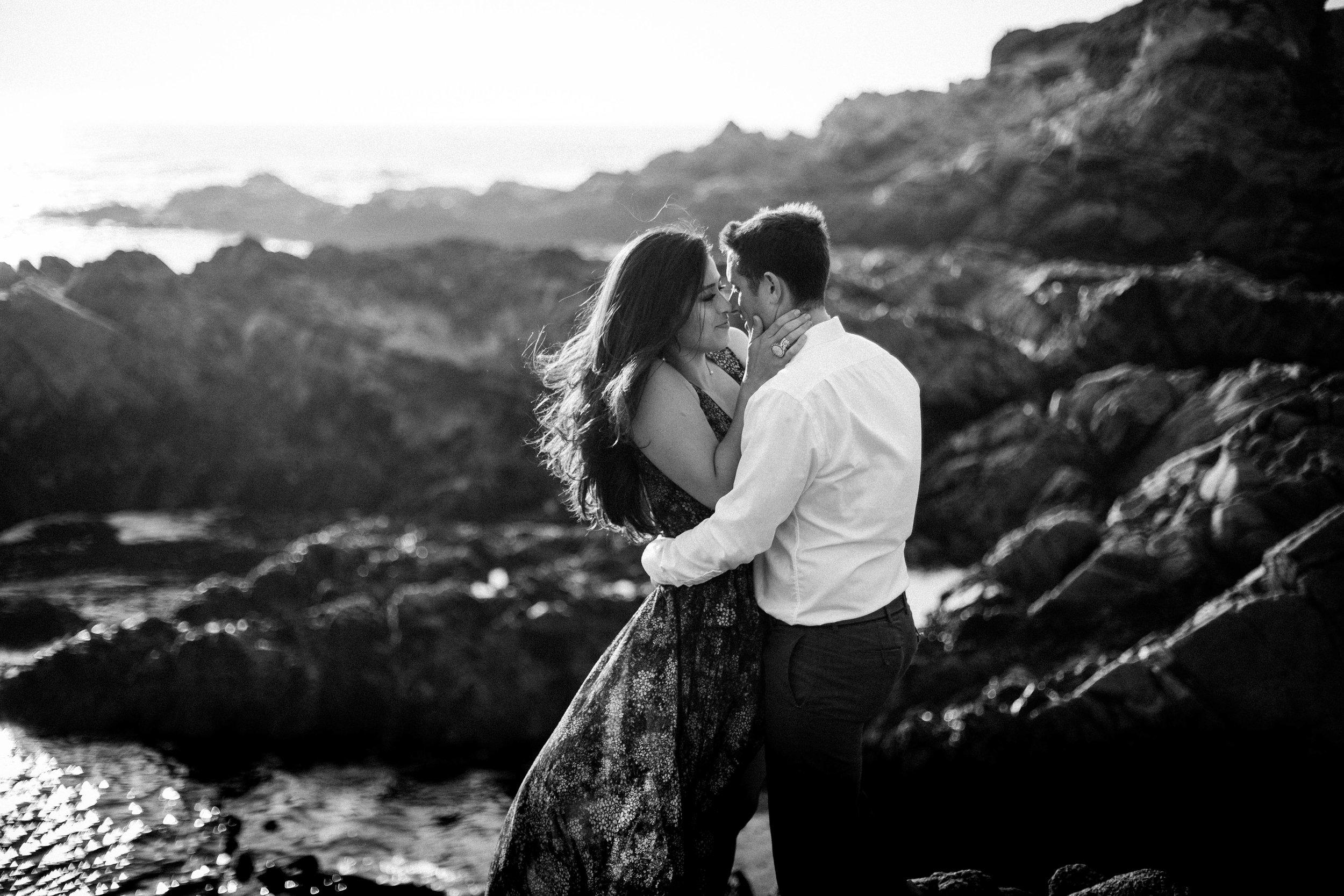 nicole-daacke-photography-big-sur-california-coast-adventure-engagement-photos-adventurous-elopement-intimate-wedding-photographer-golden-coastal-cali-engagement-session-15.jpg