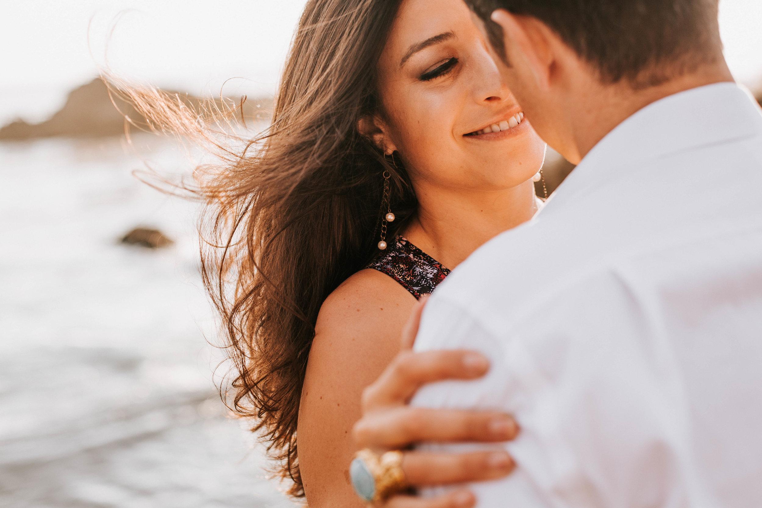 nicole-daacke-photography-big-sur-california-coast-adventure-engagement-photos-adventurous-elopement-intimate-wedding-photographer-golden-coastal-cali-engagement-session-20.jpg