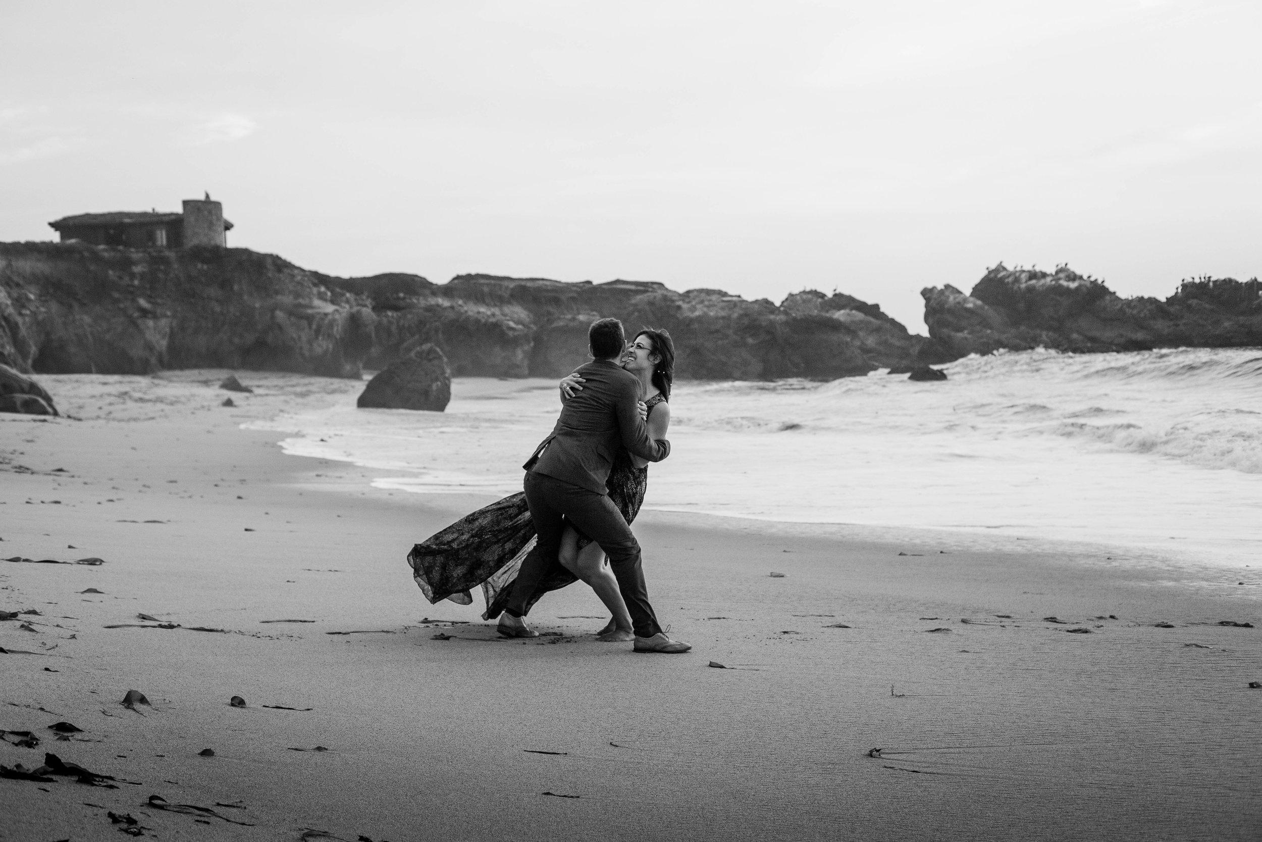 nicole-daacke-photography-big-sur-california-coast-adventure-engagement-photos-adventurous-elopement-intimate-wedding-photographer-golden-coastal-cali-engagement-session-24.jpg