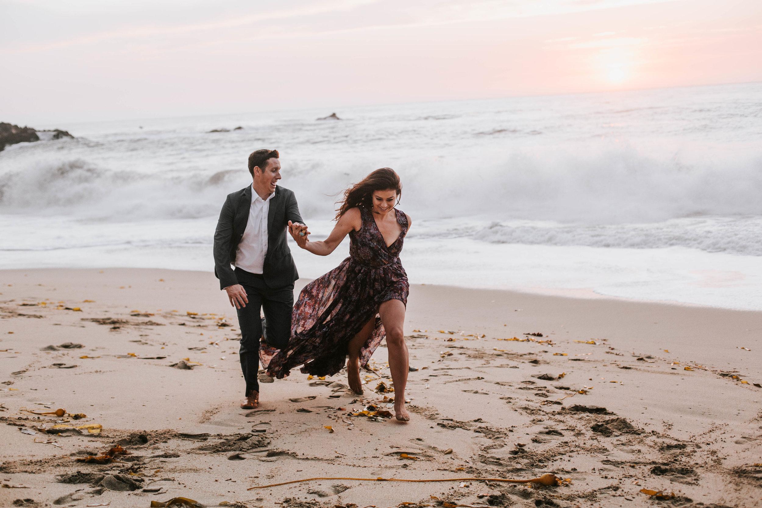 nicole-daacke-photography-big-sur-california-coast-adventure-engagement-photos-adventurous-elopement-intimate-wedding-photographer-golden-coastal-cali-engagement-session-27.jpg