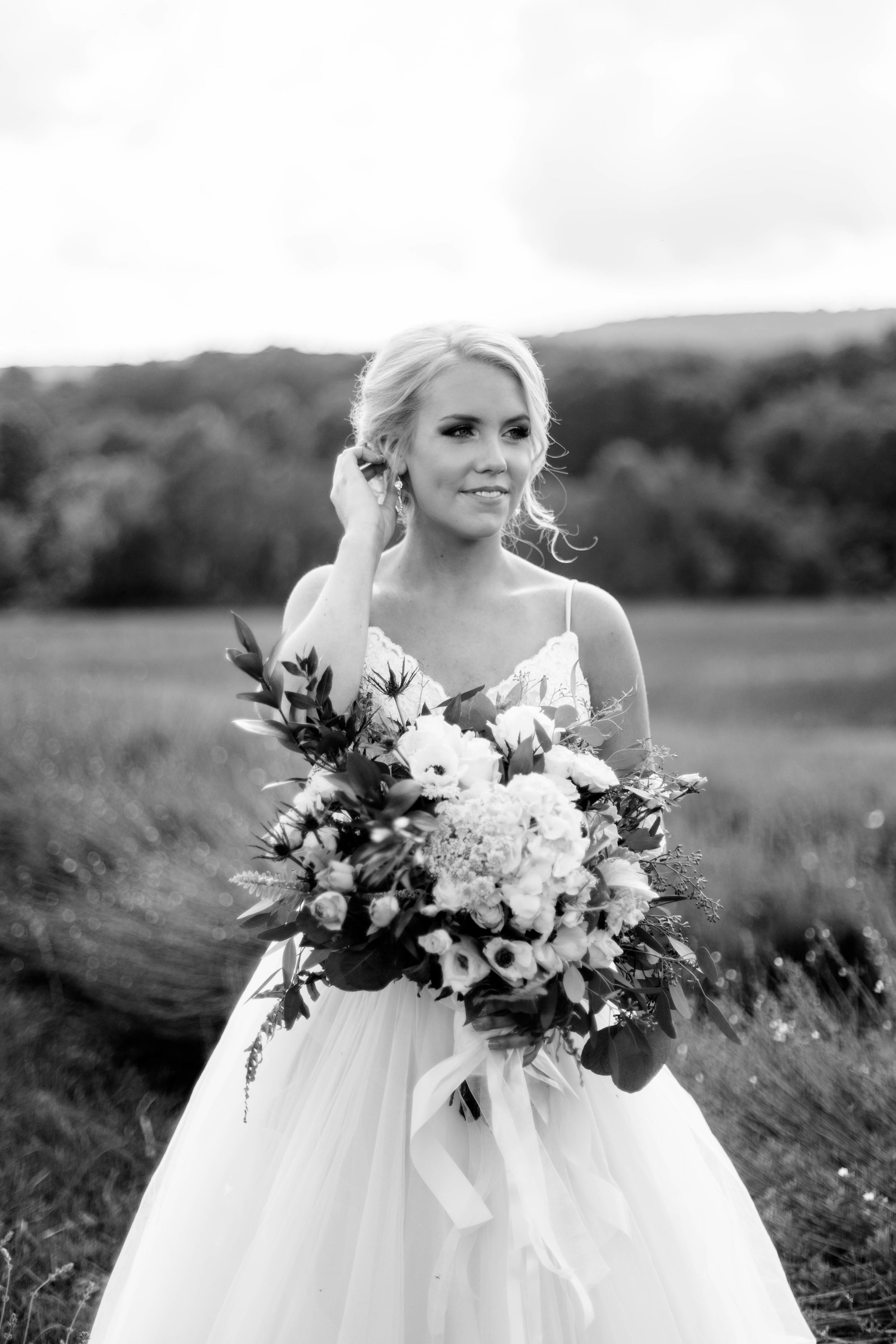 nicole-daacke-photography-intimate-wedding-in-a-lavender-field-washington-state-wedding-photographer-intimate-elopement-golden-lavender-field-wedding-photos-29.jpg