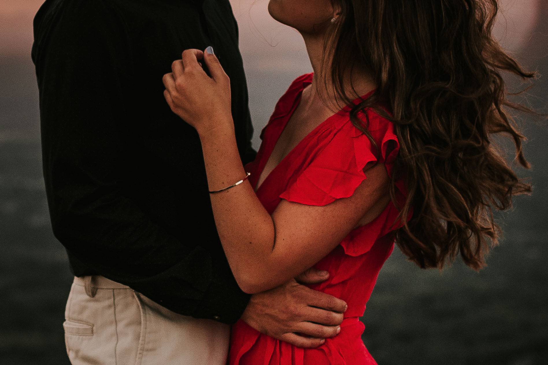 nicole-daacke-photography-rattlesnake-ridge-adventurous-engagement-session-hiking-seattle-washington-destinatino-elopement-intimate-wedding-photographer-12.jpg