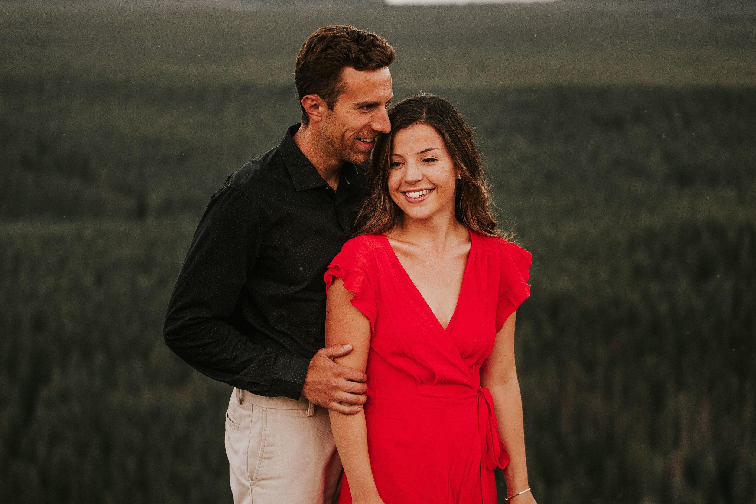 nicole-daacke-photography-rattlesnake-ridge-adventurous-engagement-session-hiking-seattle-washington-destinatino-elopement-intimate-wedding-photographer-11.jpg