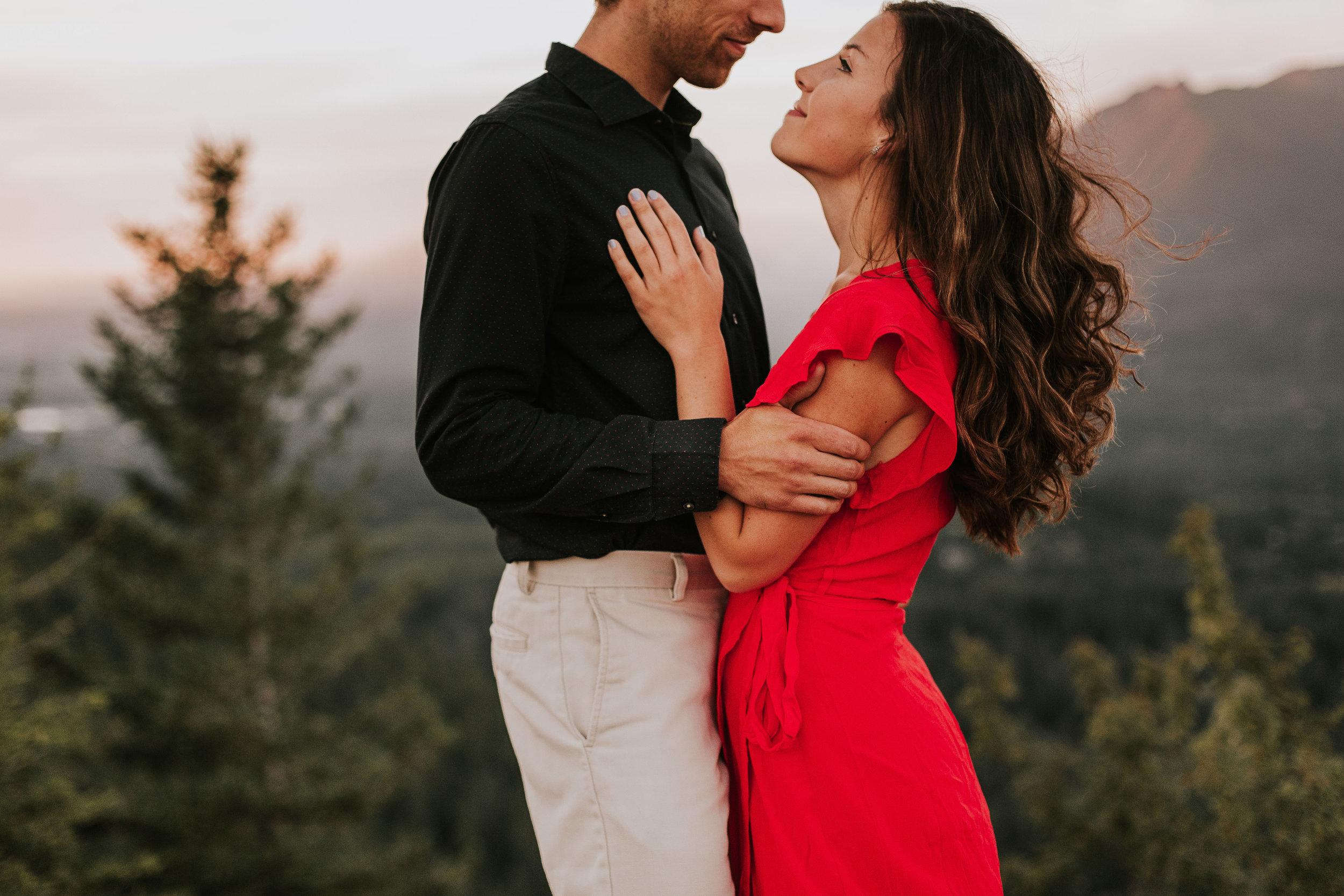 nicole-daacke-photography-rattlesnake-ridge-adventurous-engagement-session-hiking-seattle-washington-destinatino-elopement-intimate-wedding-photographer-14.jpg