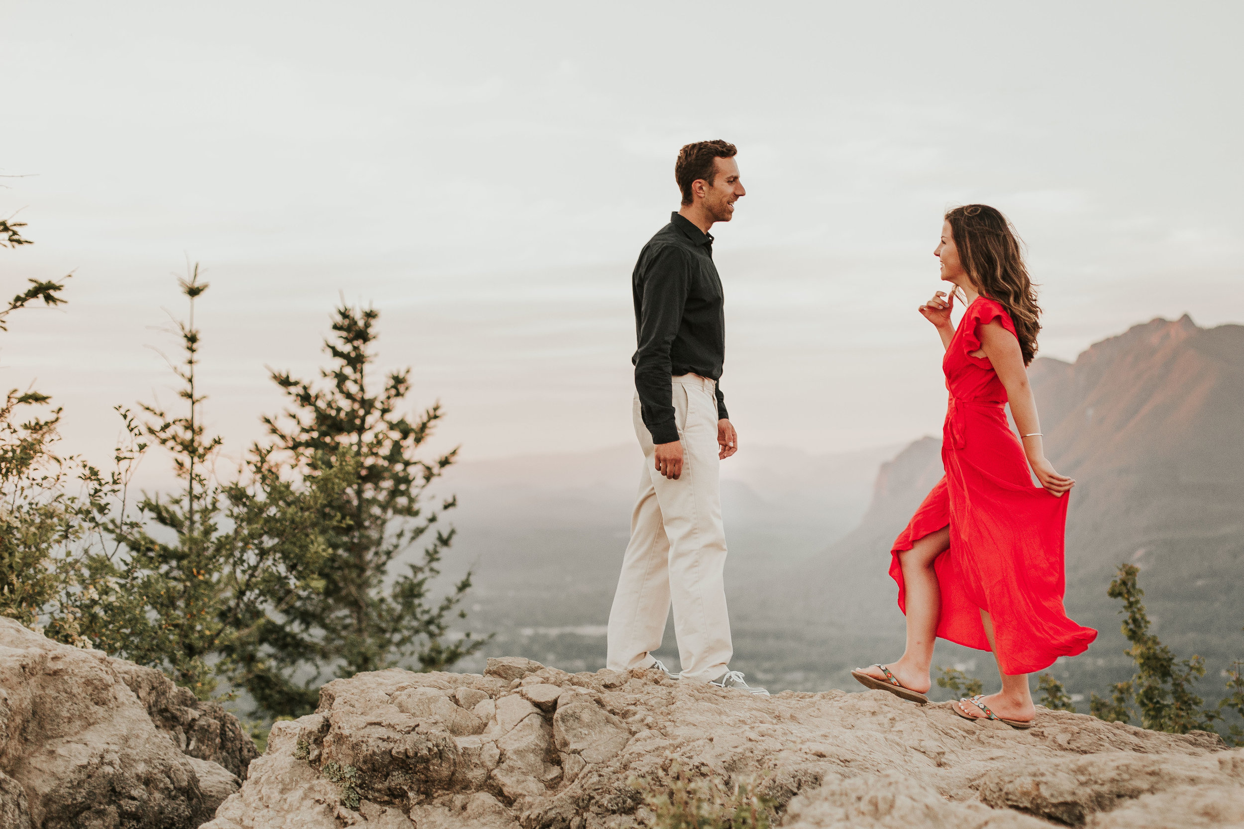 nicole-daacke-photography-rattlesnake-ridge-adventurous-engagement-session-hiking-seattle-washington-destinatino-elopement-intimate-wedding-photographer-17.jpg