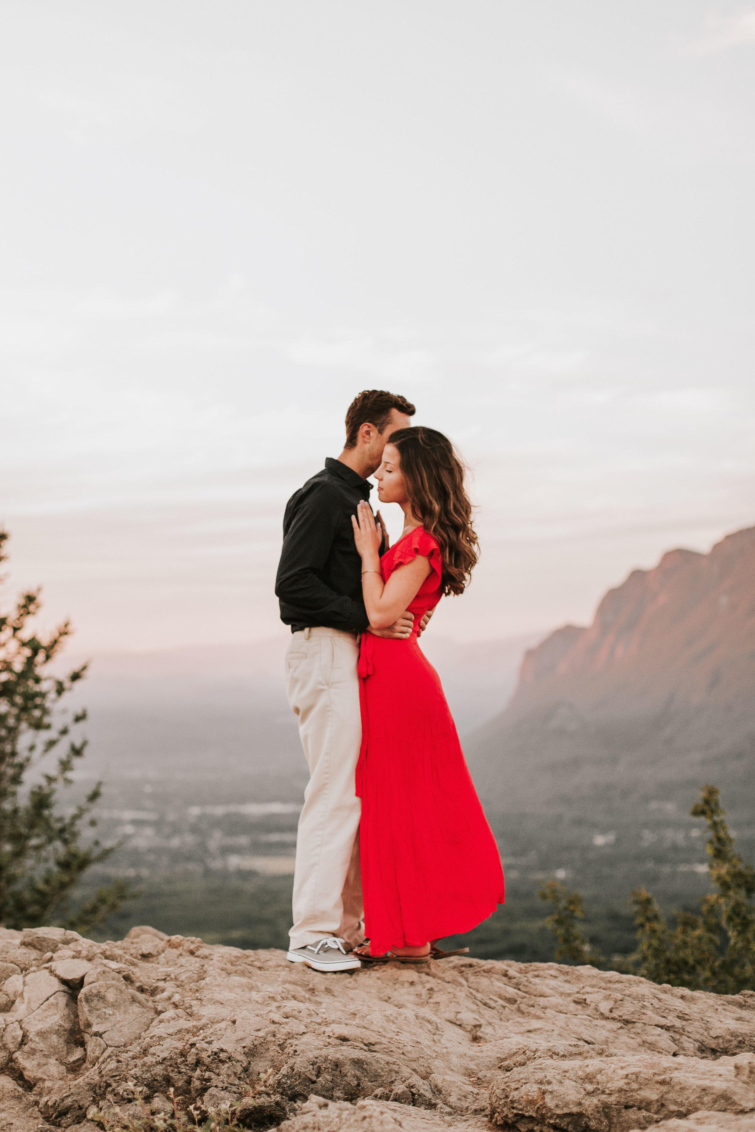 nicole-daacke-photography-rattlesnake-ridge-adventurous-engagement-session-hiking-seattle-washington-destinatino-elopement-intimate-wedding-photographer-20.jpg