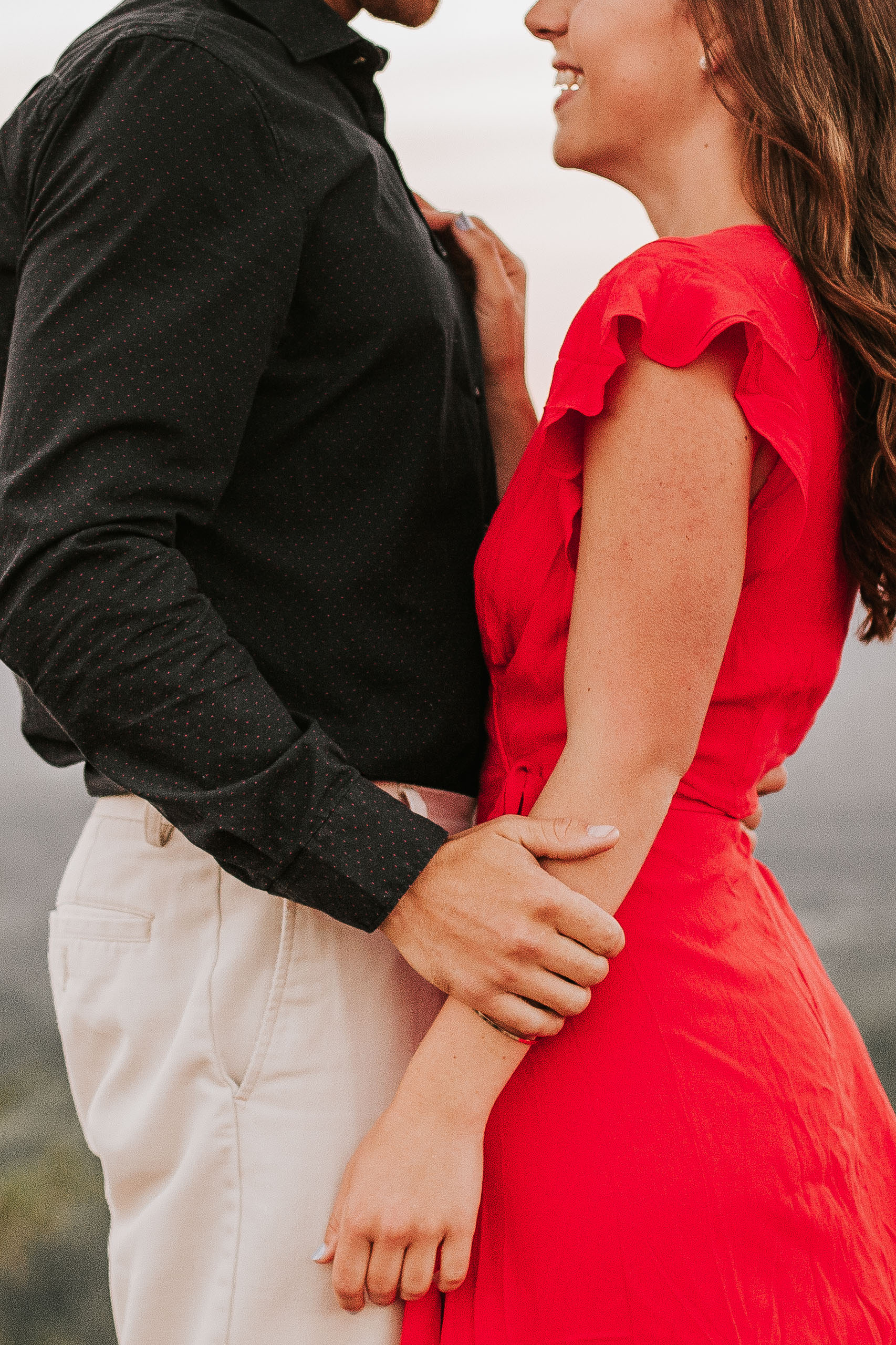 nicole-daacke-photography-rattlesnake-ridge-adventurous-engagement-session-hiking-seattle-washington-destinatino-elopement-intimate-wedding-photographer-22.jpg