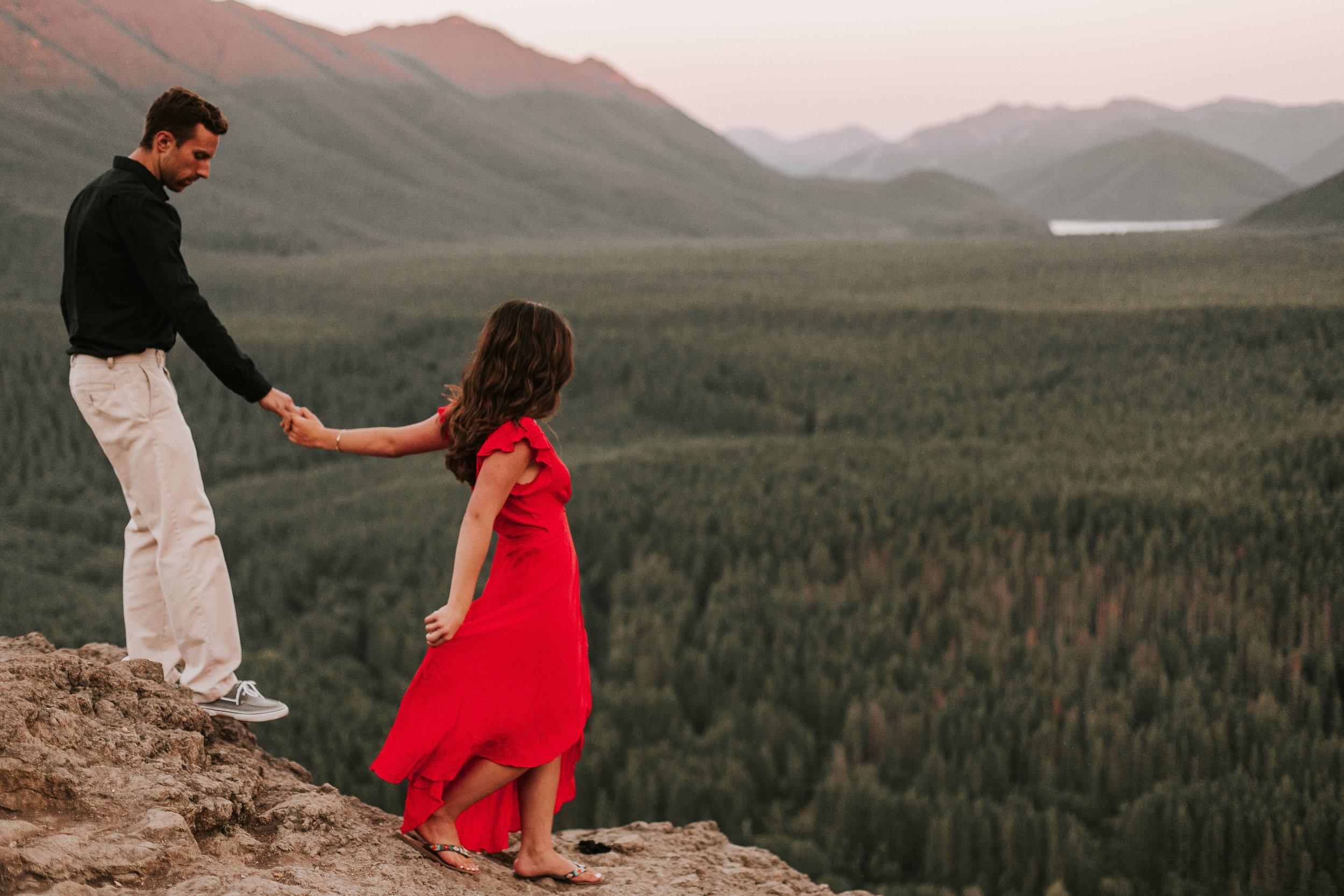 nicole-daacke-photography-rattlesnake-ridge-adventurous-engagement-session-hiking-seattle-washington-destinatino-elopement-intimate-wedding-photographer-27.jpg