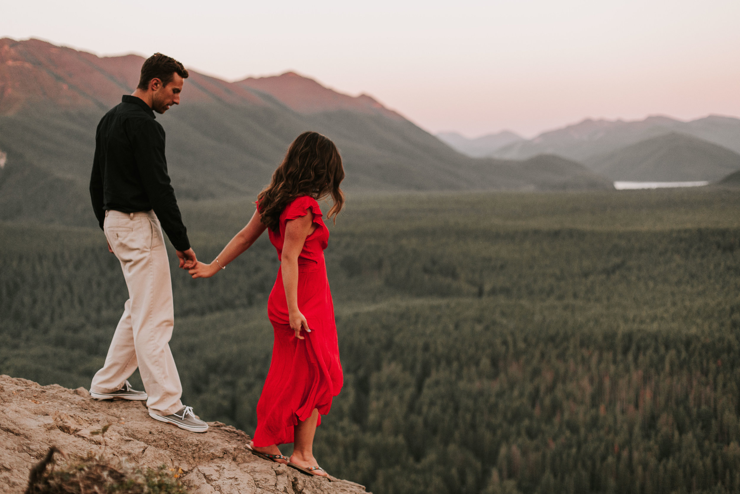 nicole-daacke-photography-rattlesnake-ridge-adventurous-engagement-session-hiking-seattle-washington-destinatino-elopement-intimate-wedding-photographer-28.jpg