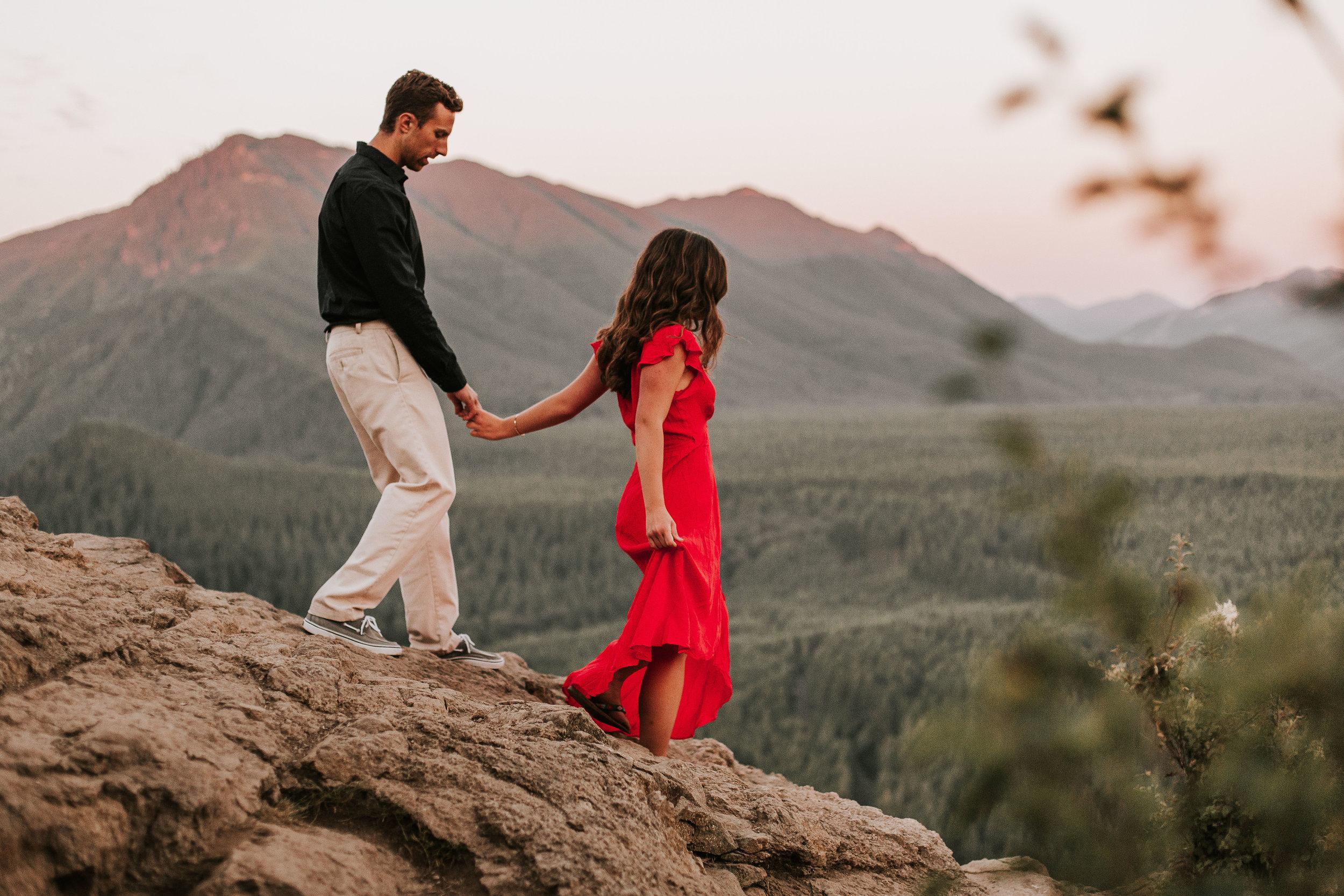 nicole-daacke-photography-rattlesnake-ridge-adventurous-engagement-session-hiking-seattle-washington-destinatino-elopement-intimate-wedding-photographer-30.jpg