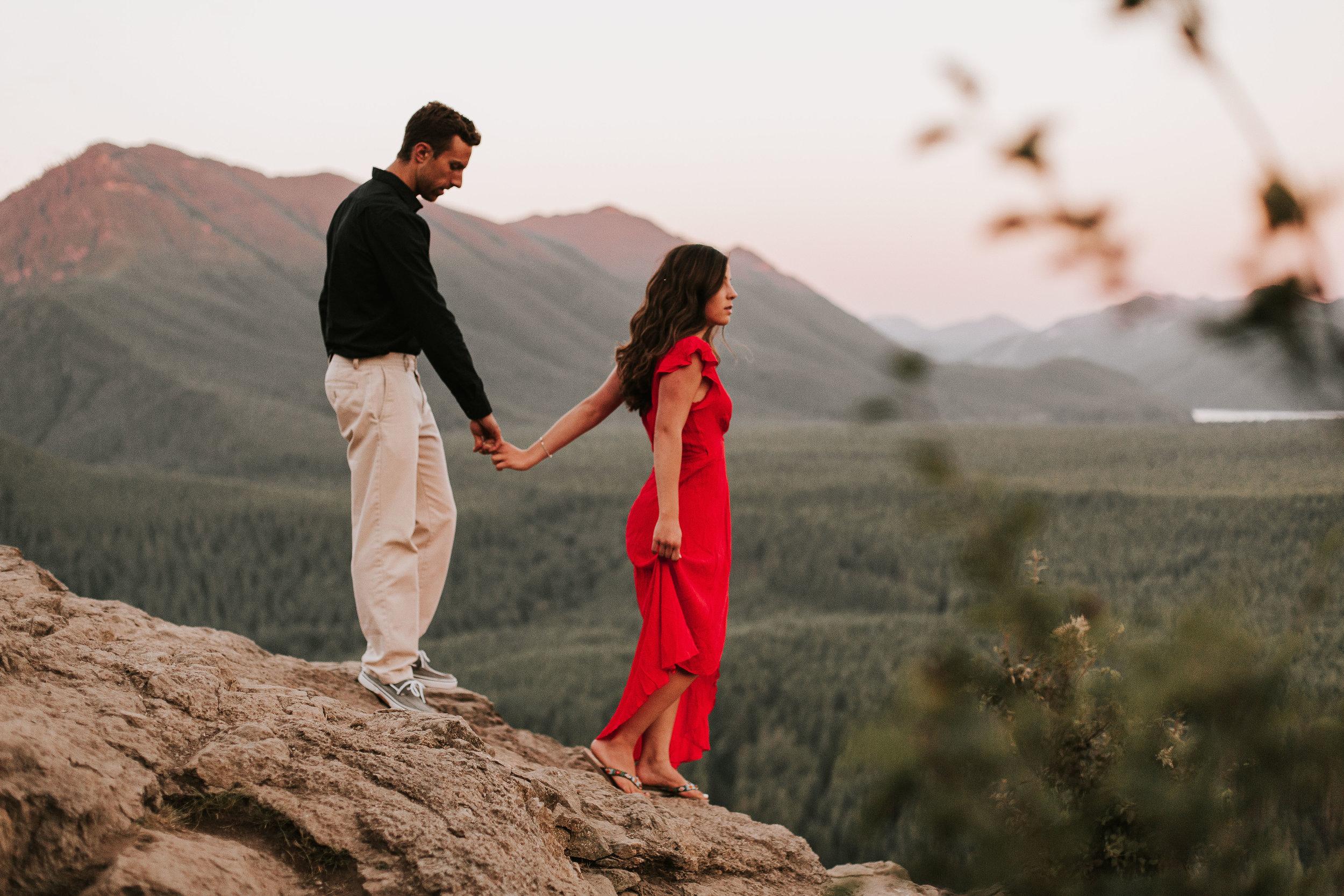 nicole-daacke-photography-rattlesnake-ridge-adventurous-engagement-session-hiking-seattle-washington-destinatino-elopement-intimate-wedding-photographer-31.jpg
