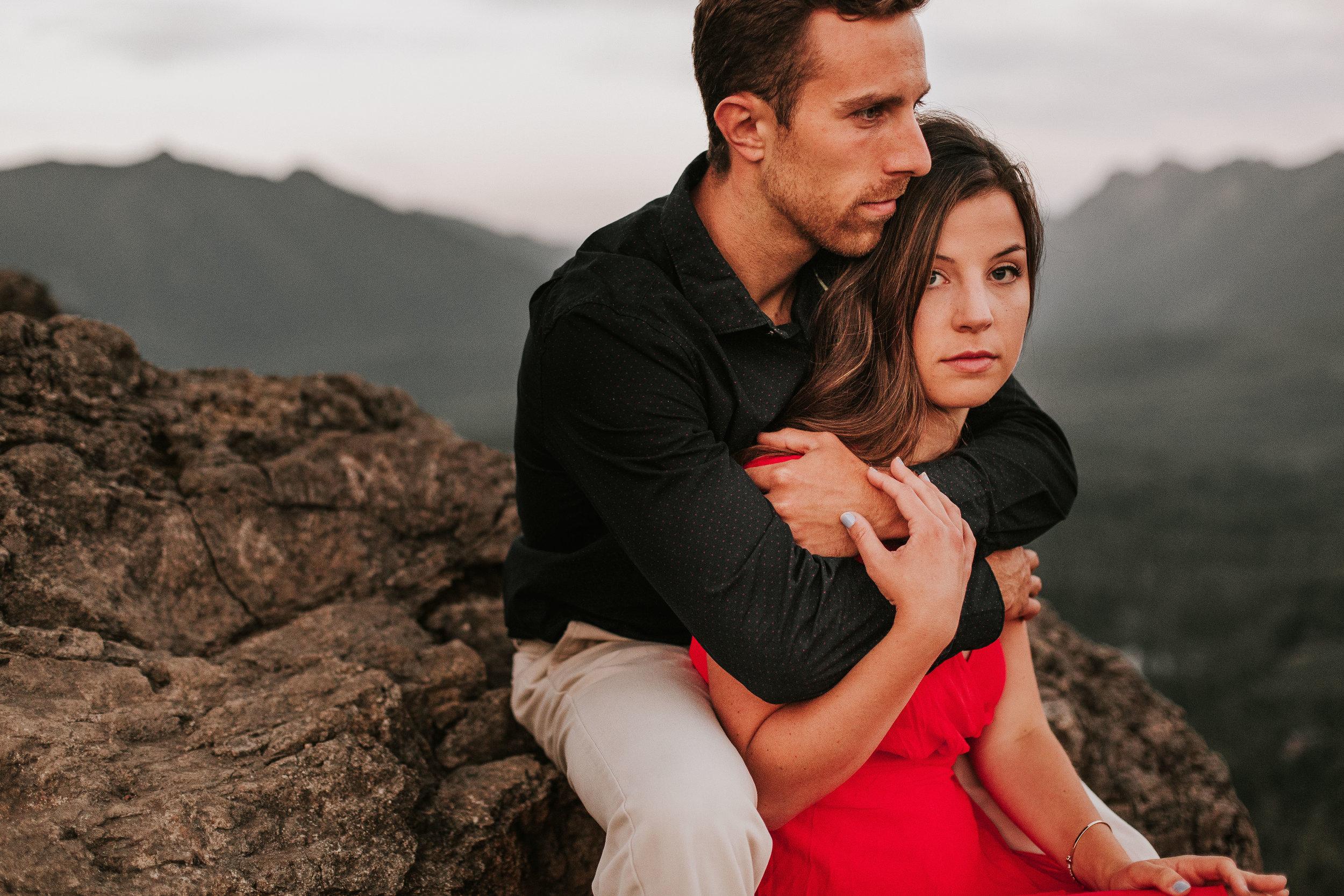 nicole-daacke-photography-rattlesnake-ridge-adventurous-engagement-session-hiking-seattle-washington-destinatino-elopement-intimate-wedding-photographer-33.jpg