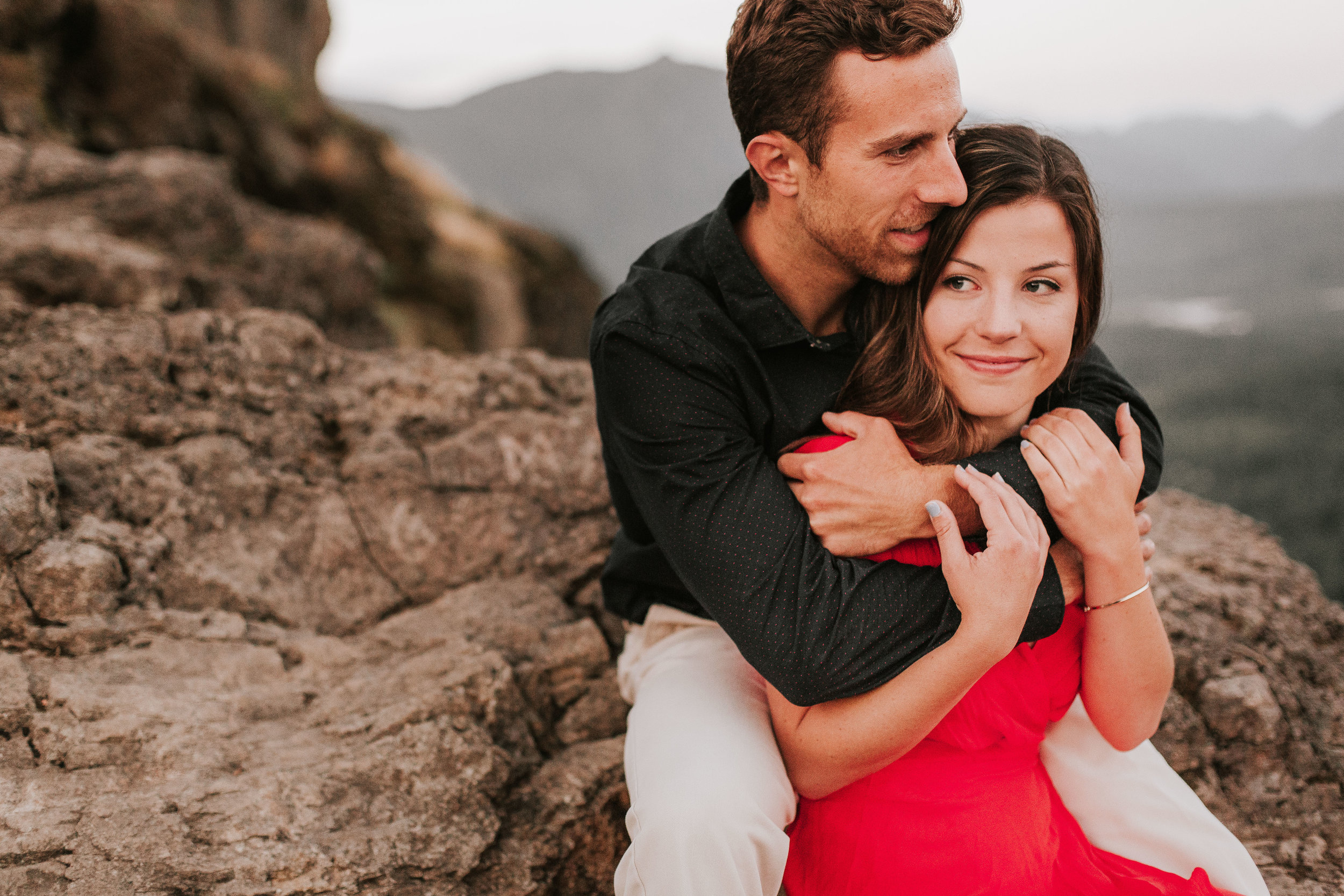 nicole-daacke-photography-rattlesnake-ridge-adventurous-engagement-session-hiking-seattle-washington-destinatino-elopement-intimate-wedding-photographer-35.jpg