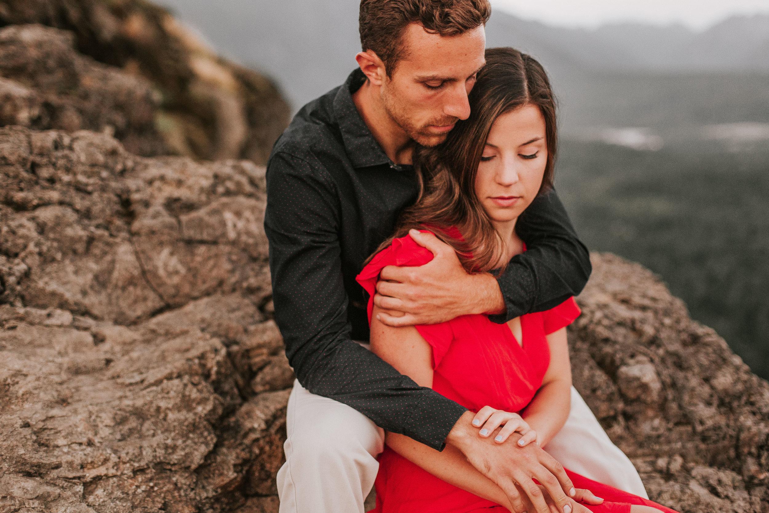 nicole-daacke-photography-rattlesnake-ridge-adventurous-engagement-session-hiking-seattle-washington-destinatino-elopement-intimate-wedding-photographer-37.jpg