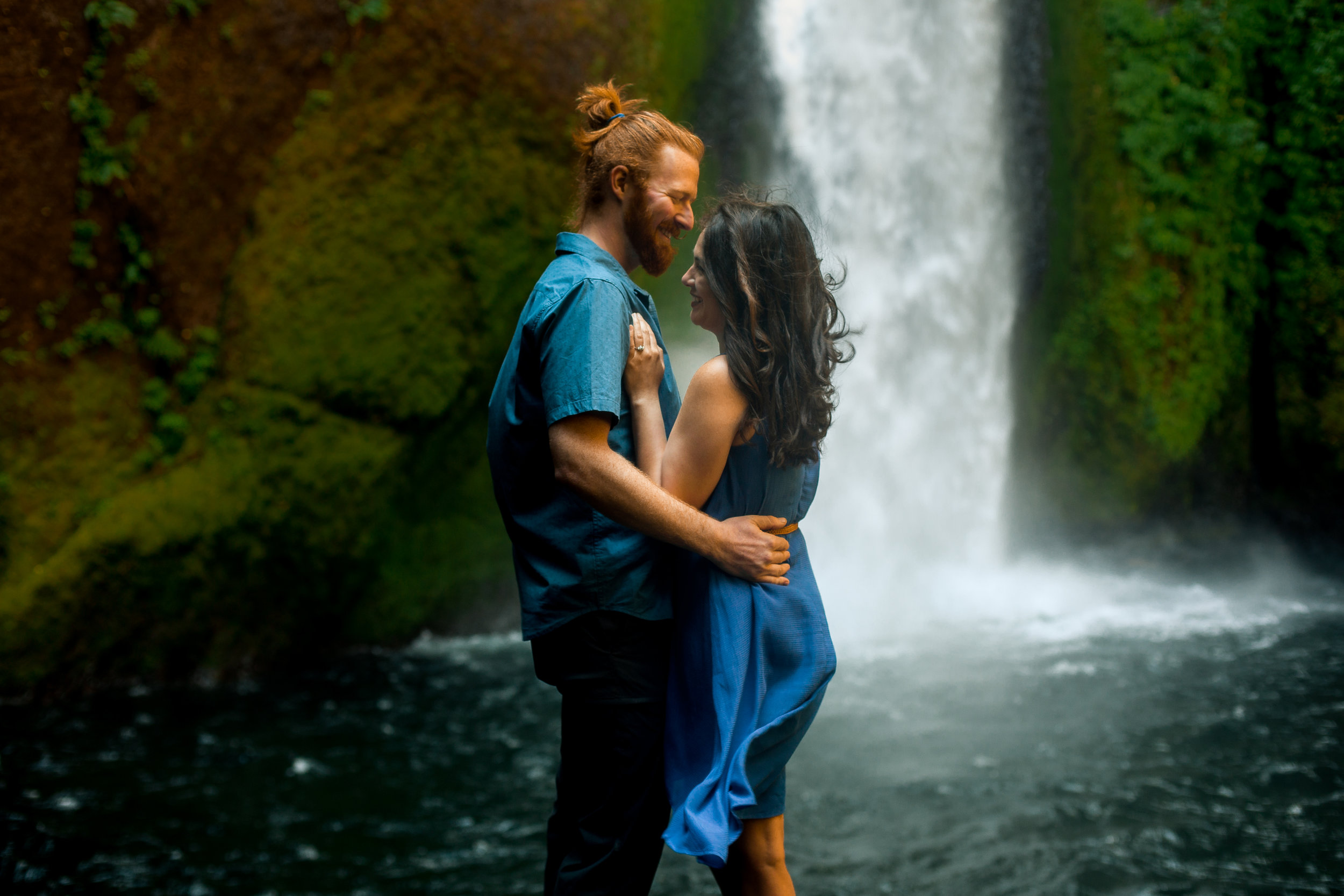 nicole-daacke-photography-wahclella-falls-waterfall-engagement-session-portland-engagement-photographer-columbia-river-gorge-oregon-elopement-photographer-8.jpg