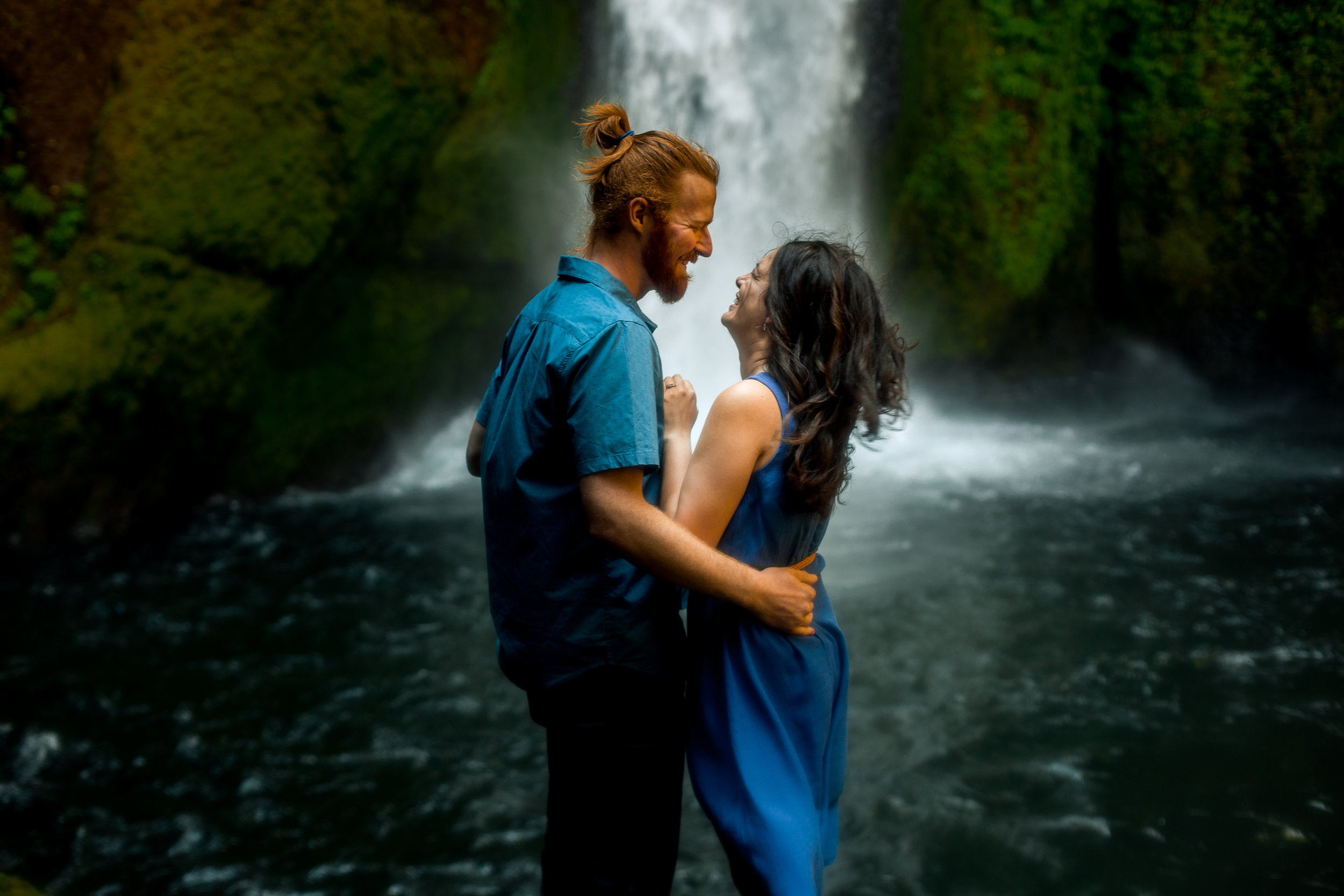 nicole-daacke-photography-wahclella-falls-waterfall-engagement-session-portland-engagement-photographer-columbia-river-gorge-oregon-elopement-photographer-9.jpg