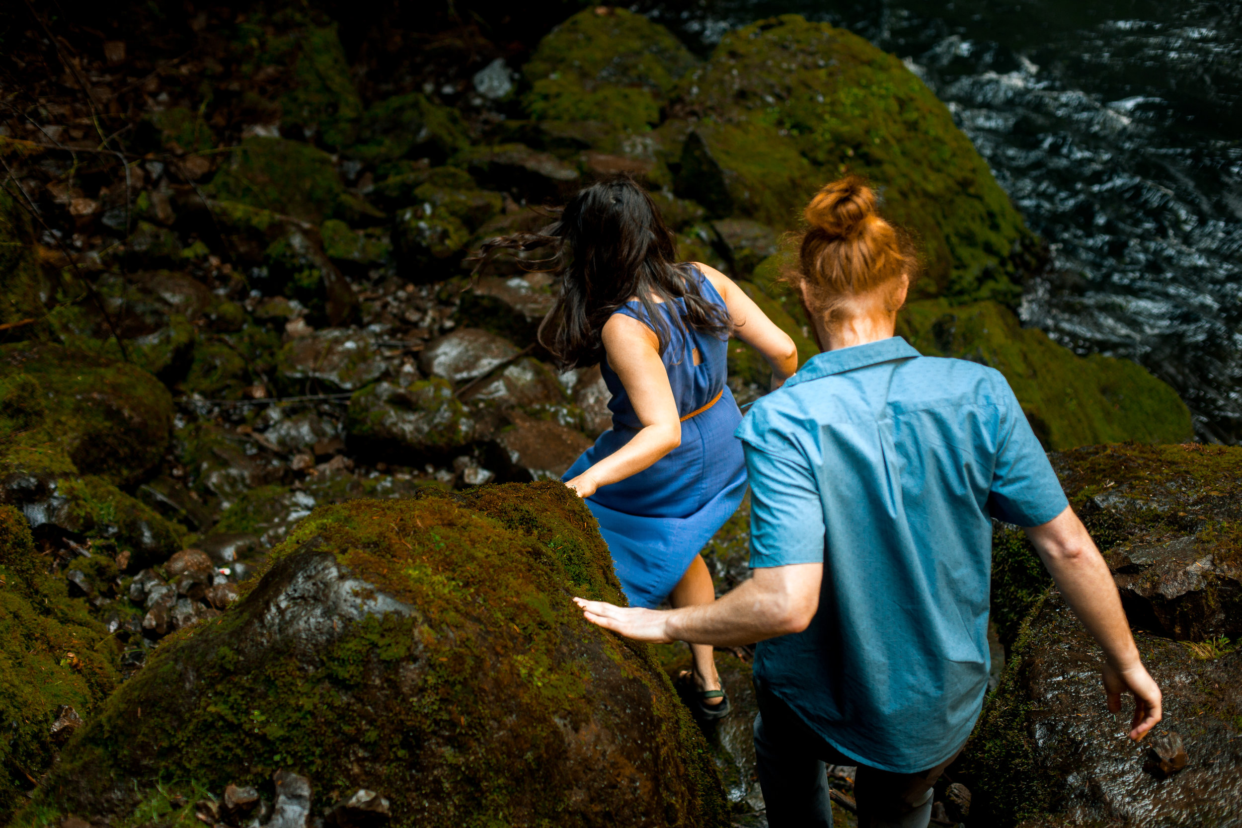 nicole-daacke-photography-wahclella-falls-waterfall-engagement-session-portland-engagement-photographer-columbia-river-gorge-oregon-elopement-photographer-10.jpg
