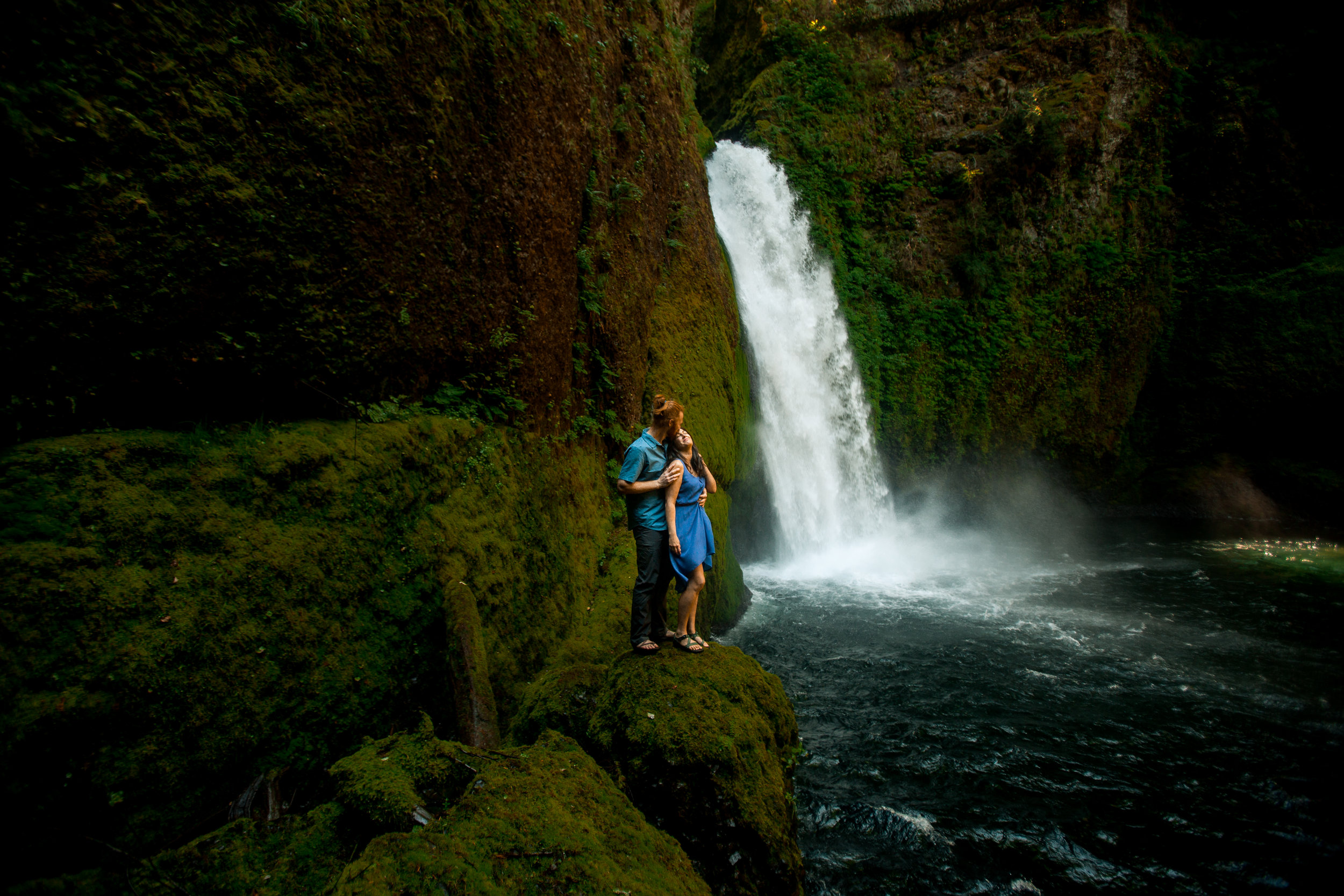 nicole-daacke-photography-wahclella-falls-waterfall-engagement-session-portland-engagement-photographer-columbia-river-gorge-oregon-elopement-photographer-14.jpg