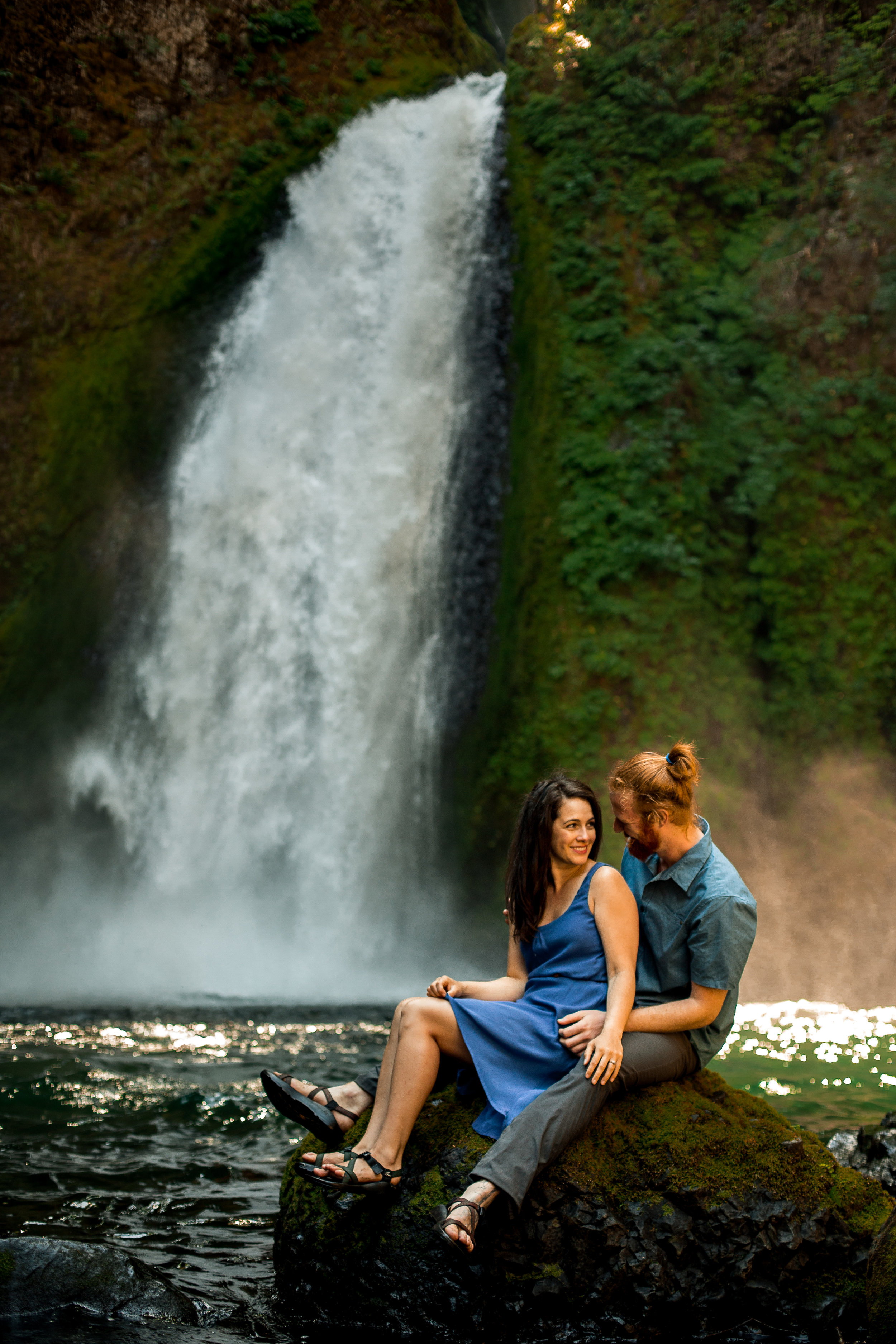 nicole-daacke-photography-wahclella-falls-waterfall-engagement-session-portland-engagement-photographer-columbia-river-gorge-oregon-elopement-photographer-26.jpg