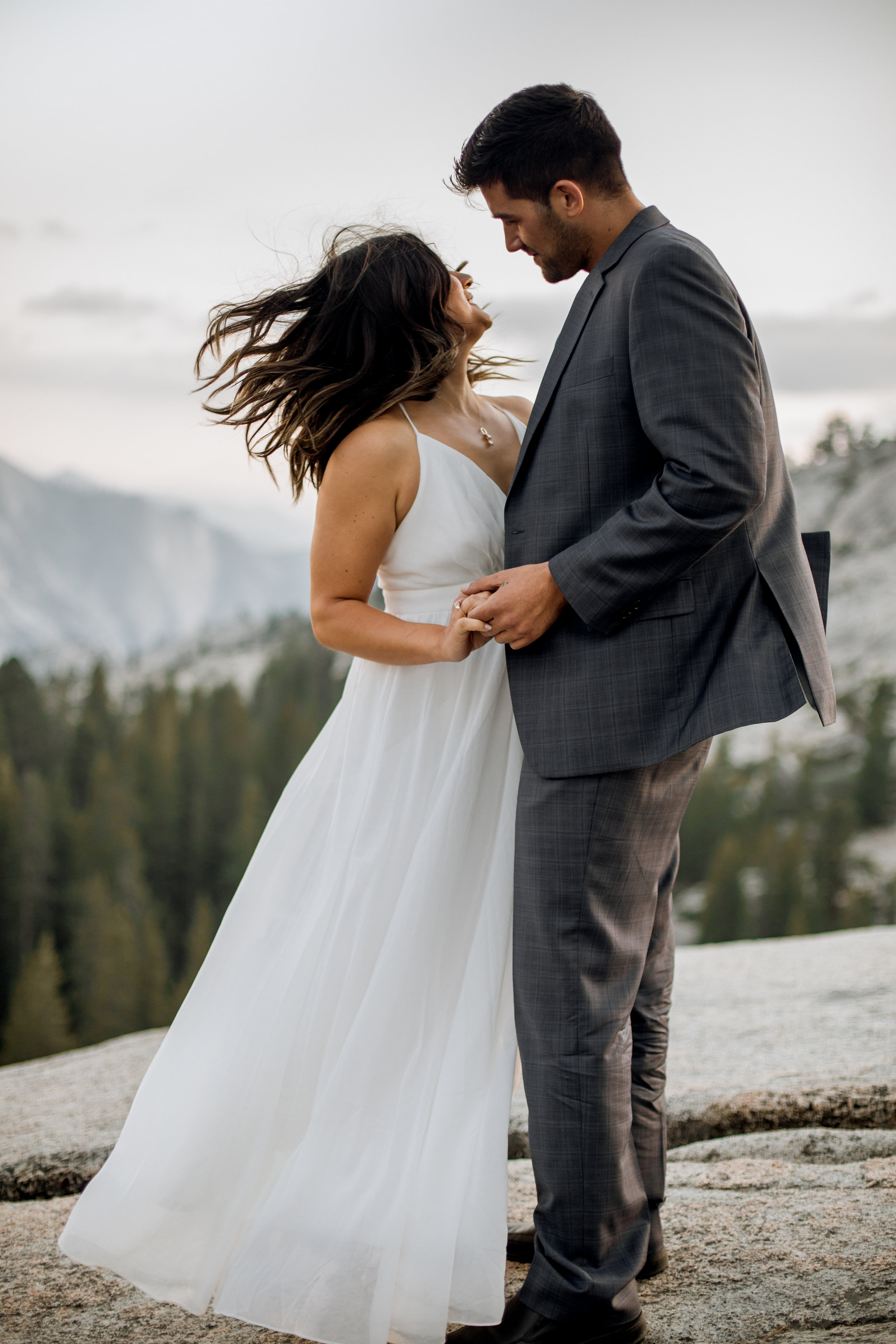 nicole-daacke-photography-yosemite-national-park-fall-elopement-adventurous-free-spirit-boho-bohemian-elopement-olmsted-point-yosemite-california-elope-adventure-elopement-photographer-9.jpg