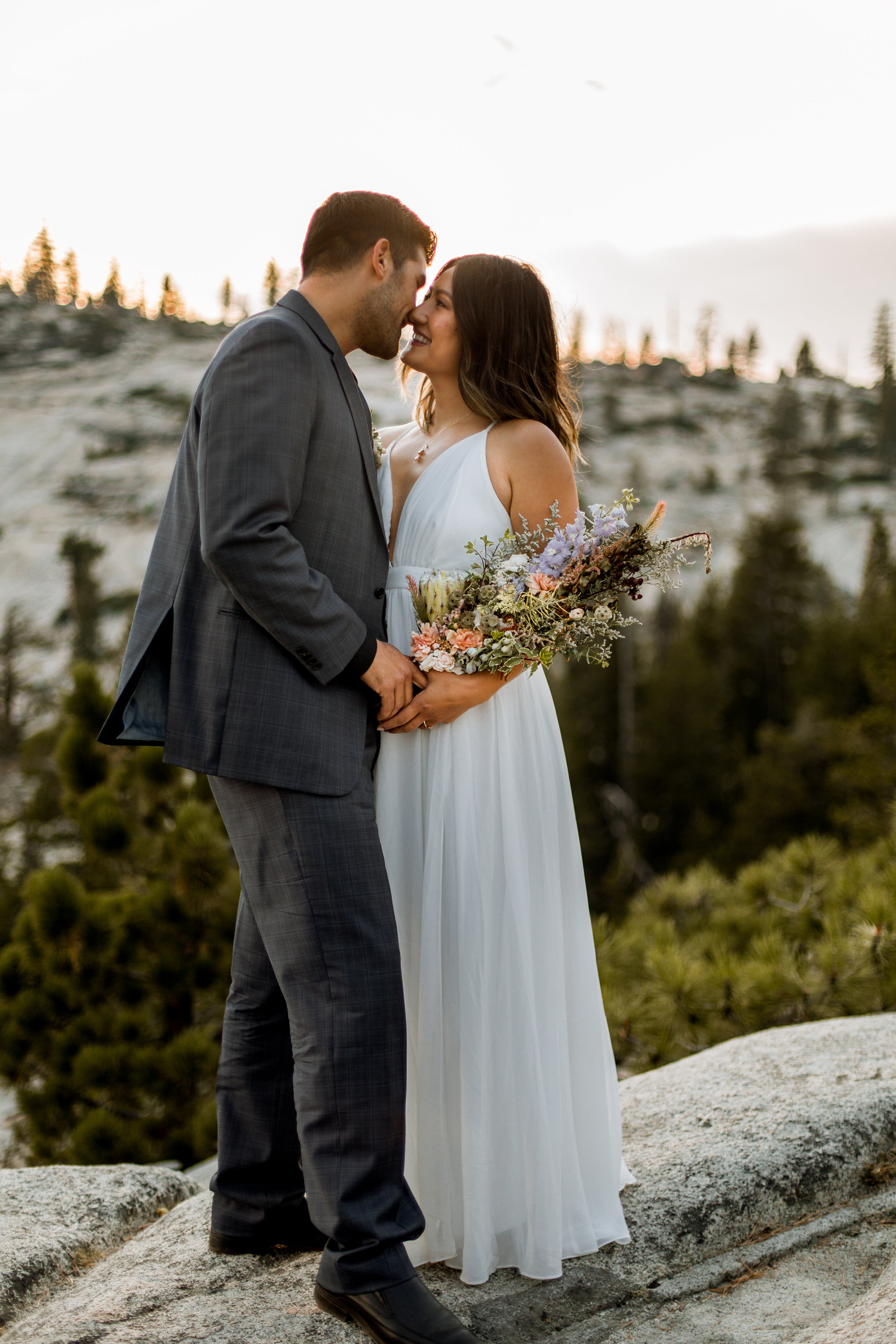 nicole-daacke-photography-yosemite-national-park-fall-elopement-adventurous-free-spirit-boho-bohemian-elopement-olmsted-point-yosemite-california-elope-adventure-elopement-photographer-11.jpg